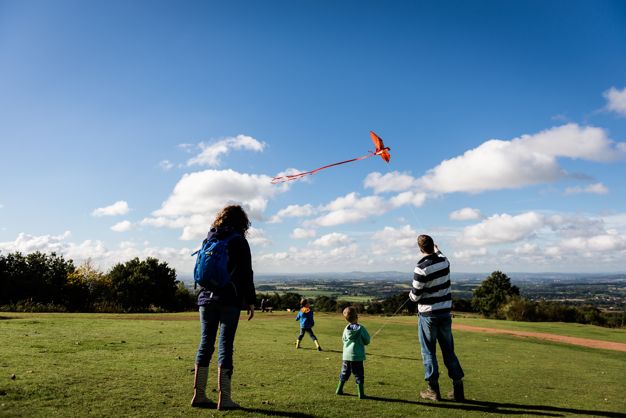 Documentary Family Photography at Clent Hills, Worcestershire Family Lifestyle Photography Woods Outdoors Trees Flying Kite - Jenny Harper-12.jpg