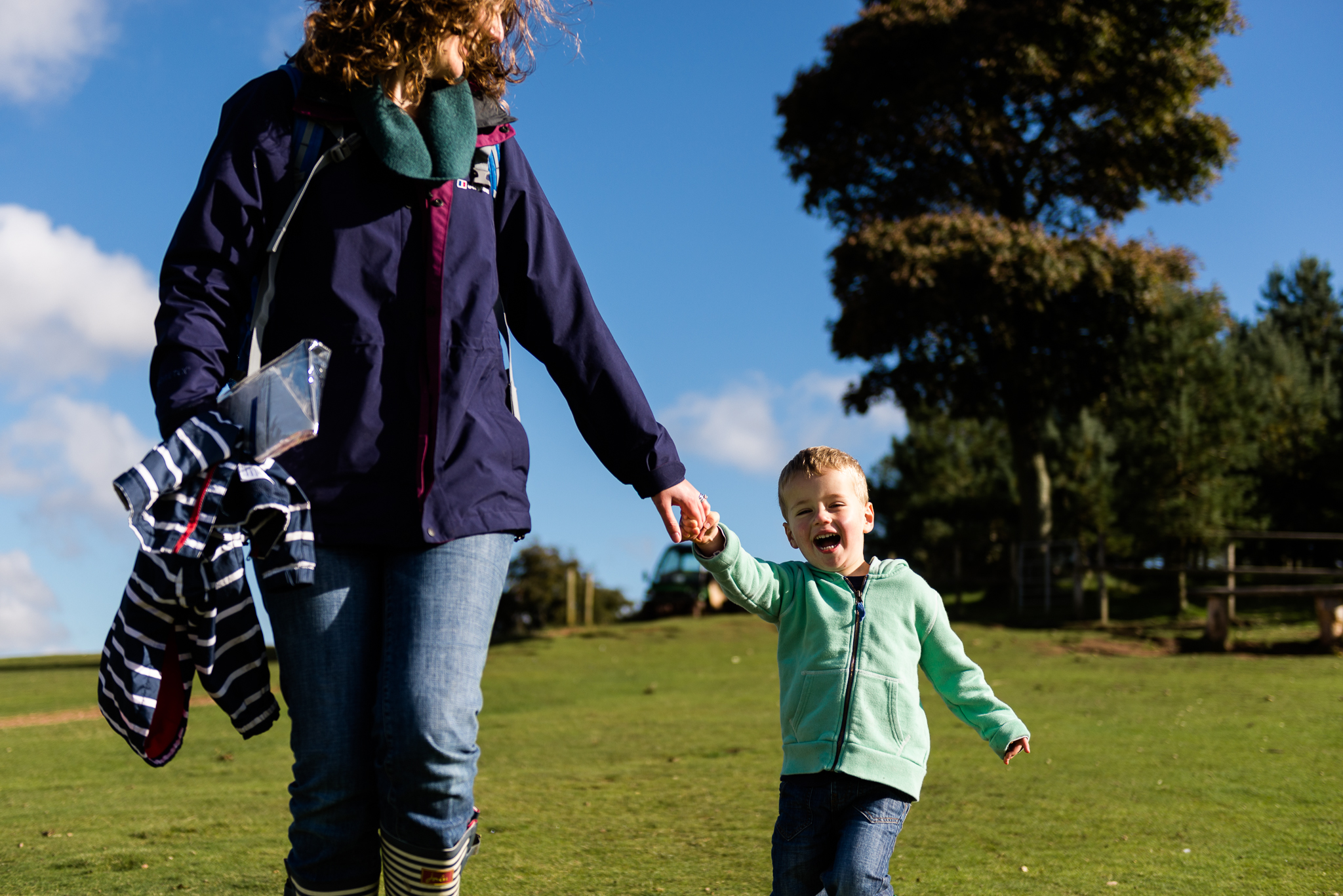 Documentary Family Photography at Clent Hills, Worcestershire Family Lifestyle Photography Woods Outdoors Trees Flying Kite - Jenny Harper-13.jpg