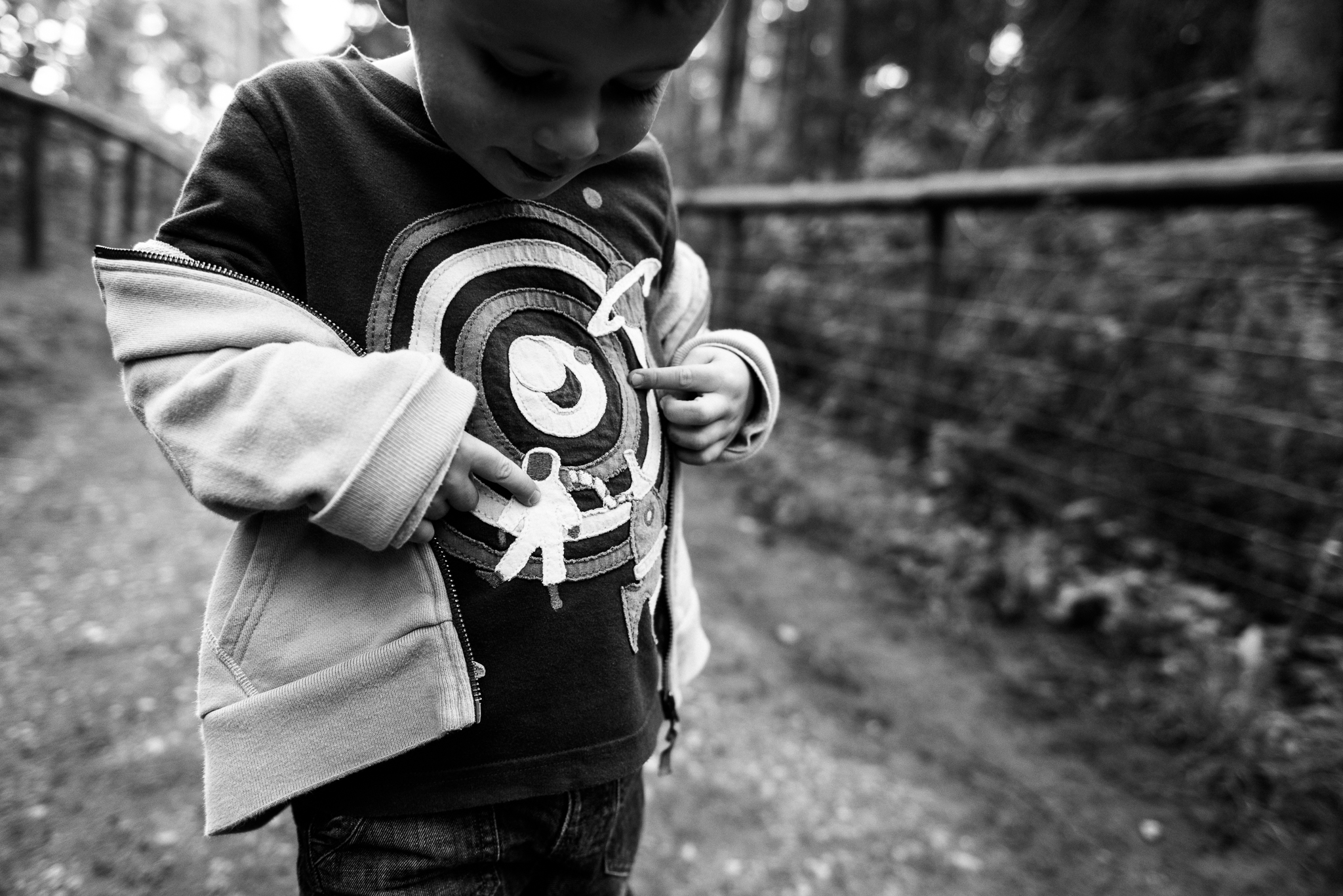 Documentary Family Photography at Clent Hills, Worcestershire Family Lifestyle Photography Woods Outdoors Trees Flying Kite - Jenny Harper-21.jpg