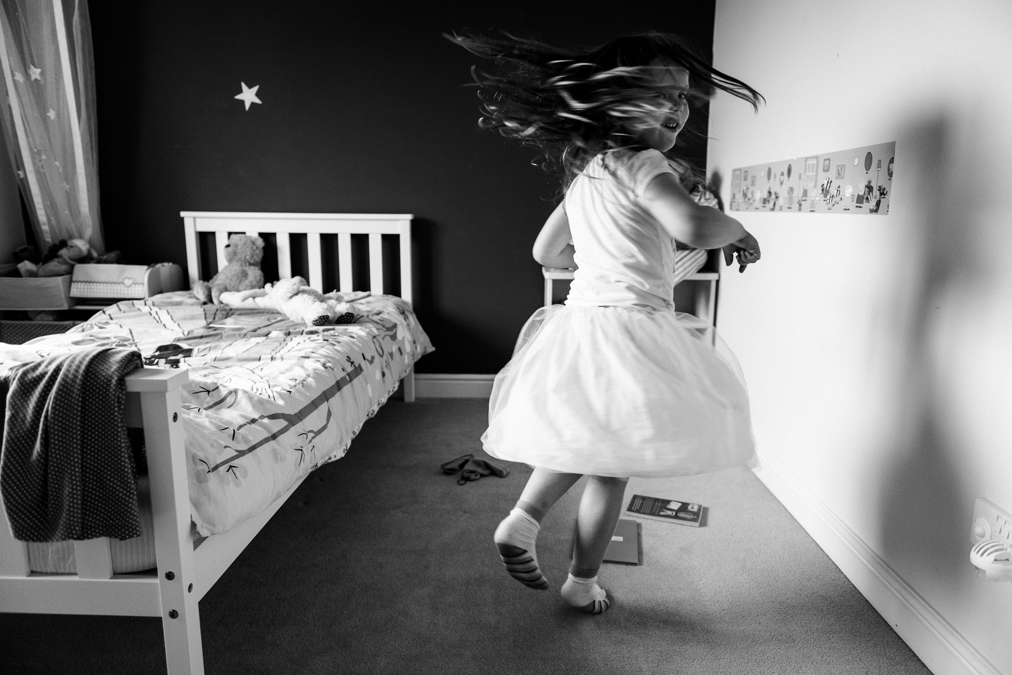 Natural Documentary Lifestyle Family Photography Toddler Kids Girls Sisters Window Storytelling Candid-3.jpg