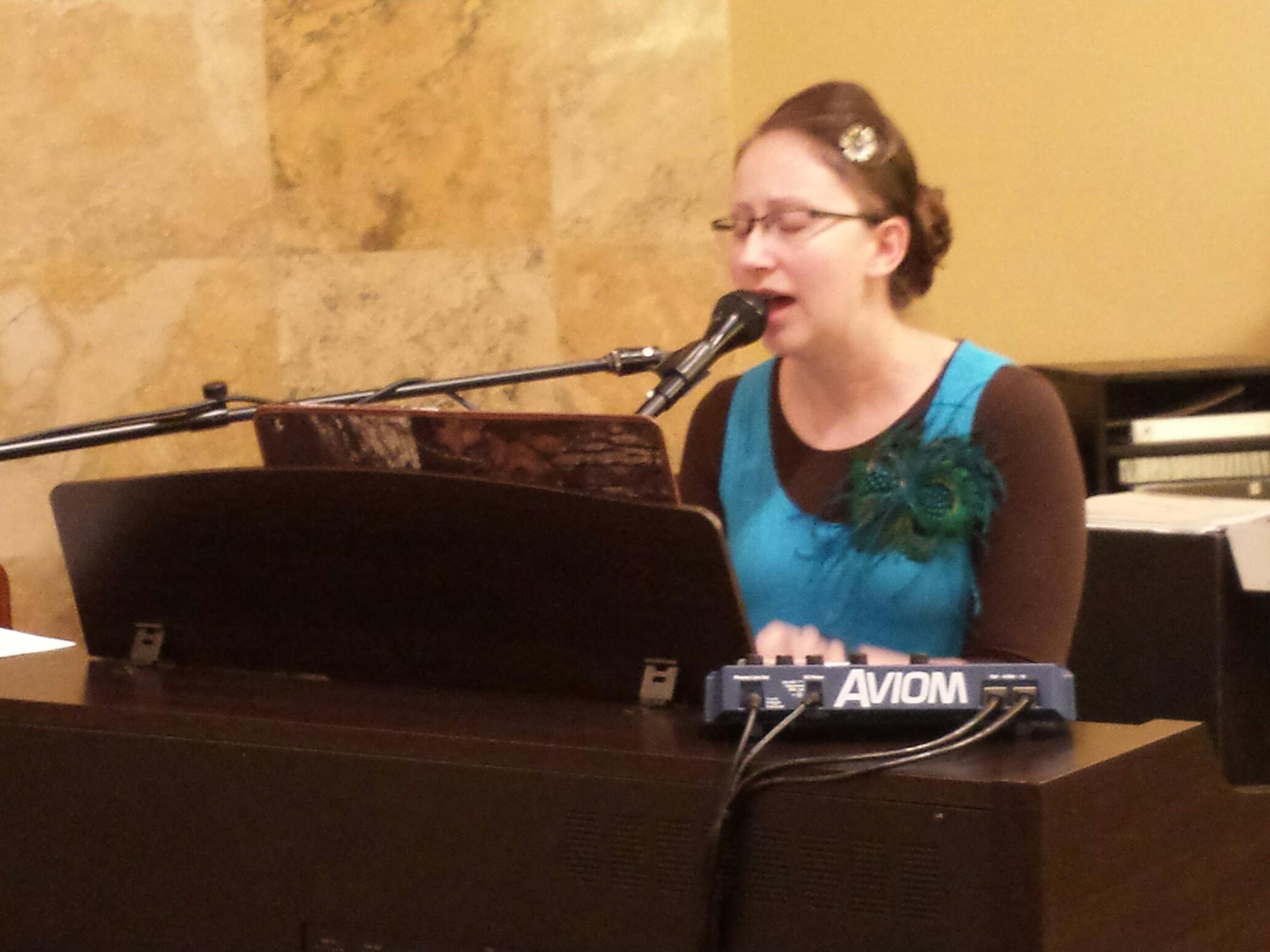 Jennifer Peterson on the piano