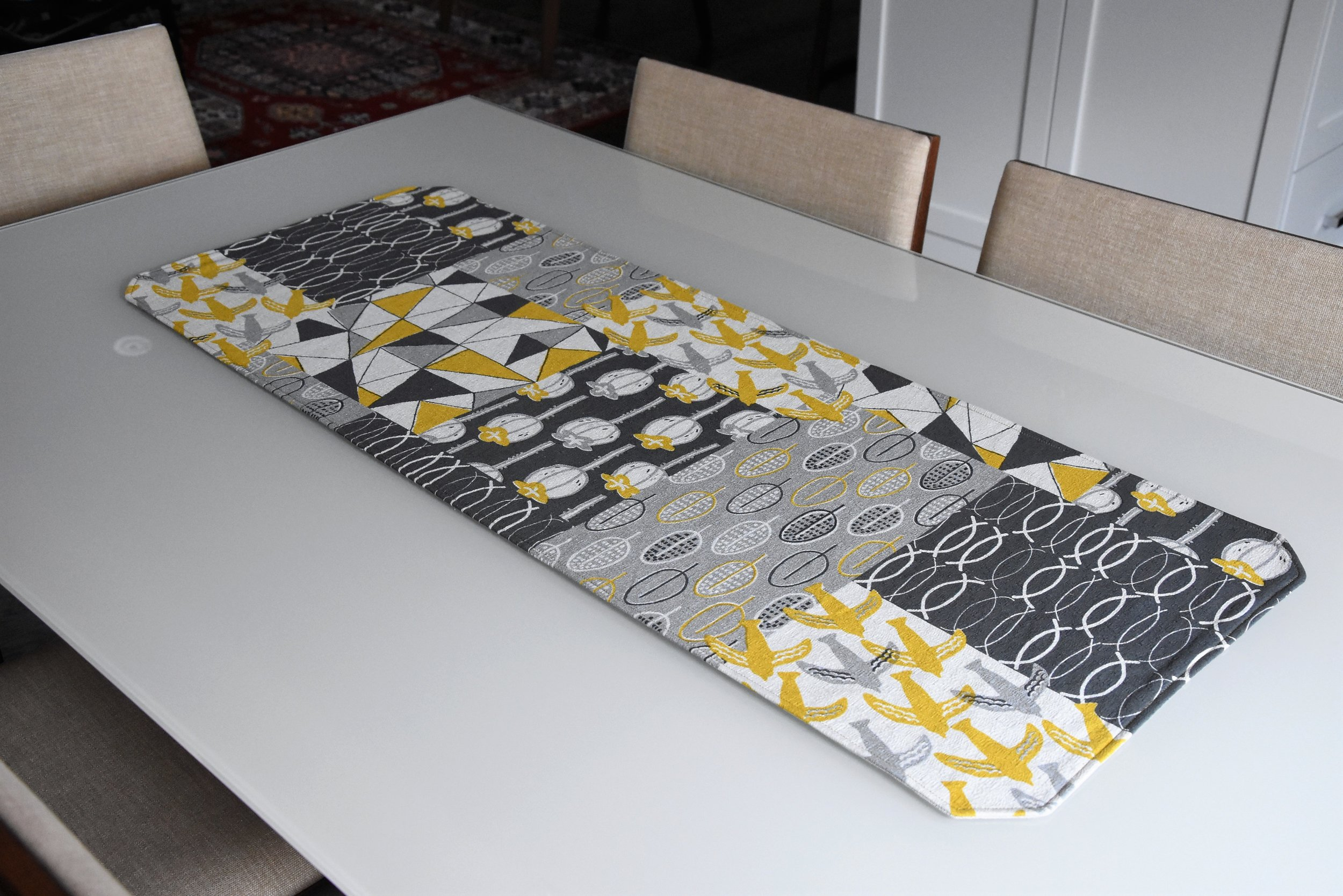 Matching table runner