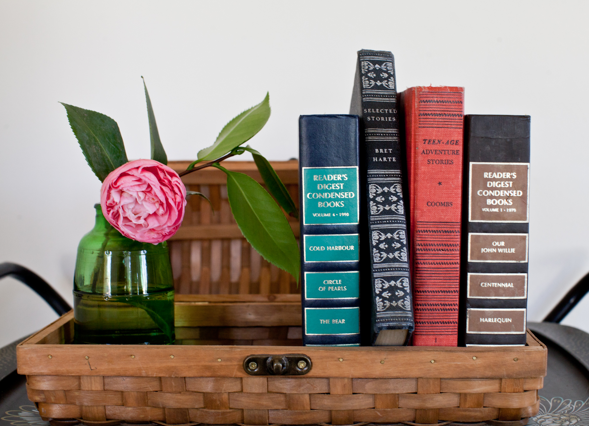 Turn an ordinary bread holder into a mini bookcase!