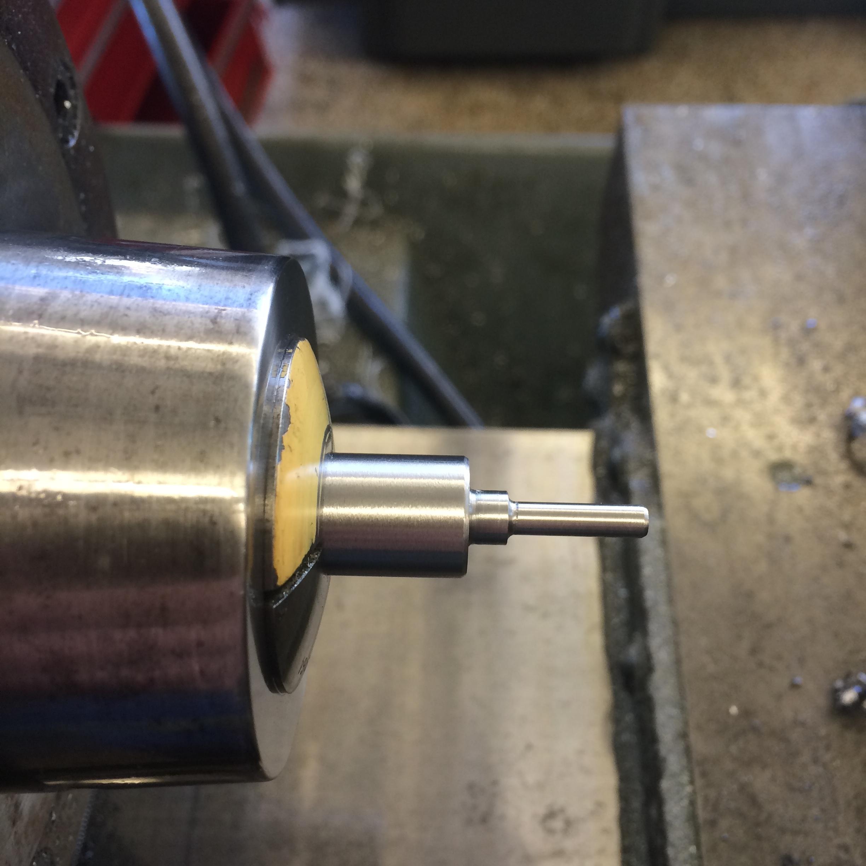 Turning the hinge pin