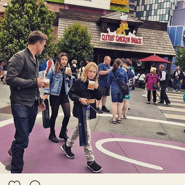 Brad Pitt takes Toni and Christopher Cornell to Universal Studios.  What a good guy.  #chriscornell #bradpitt #universalstudios #florida #nice #gesture #kids