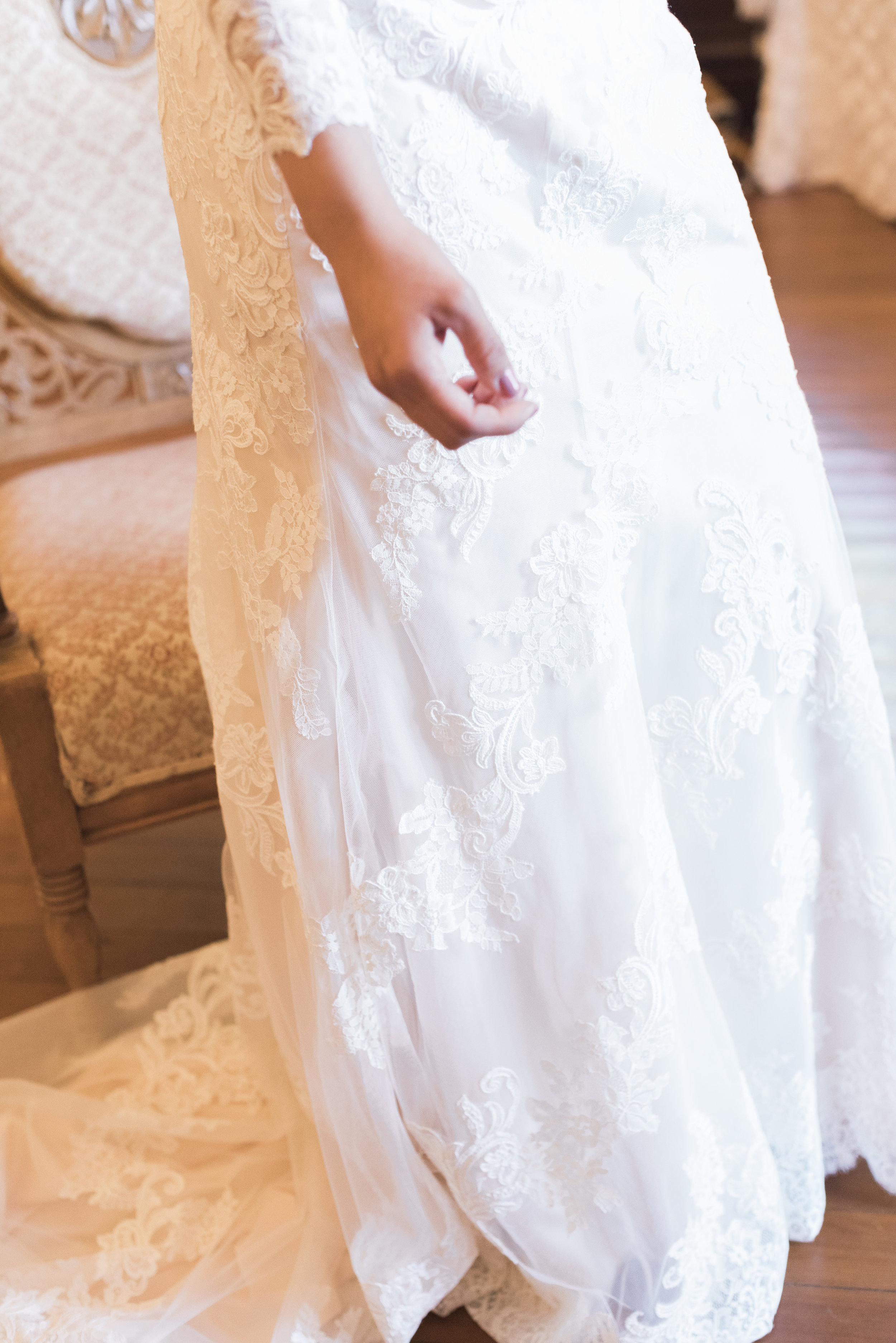 lace-details-of-the-bride's-wedding-gown.jpg