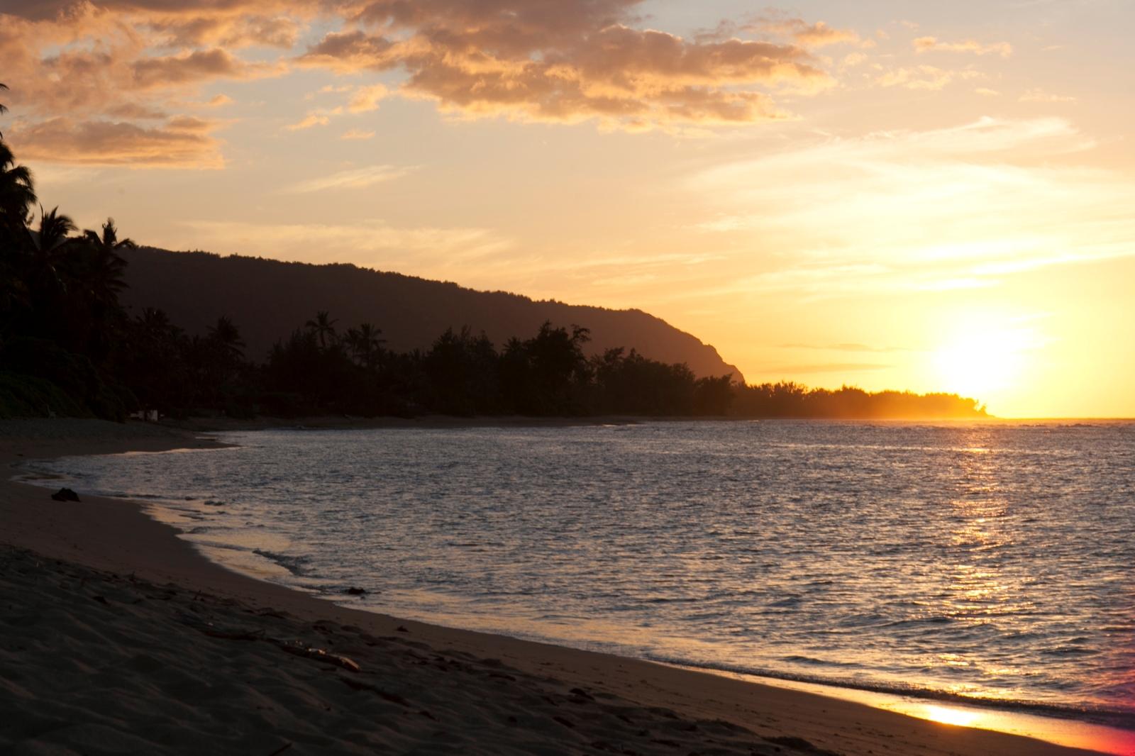HawaiiTourism Authority (HTA)/Daeja Faris