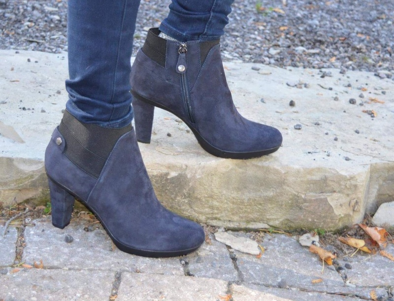Brittany is wearing s pink sweater with beautiful detail at the back from Aventura and winter bootie from Geox3A.jpg