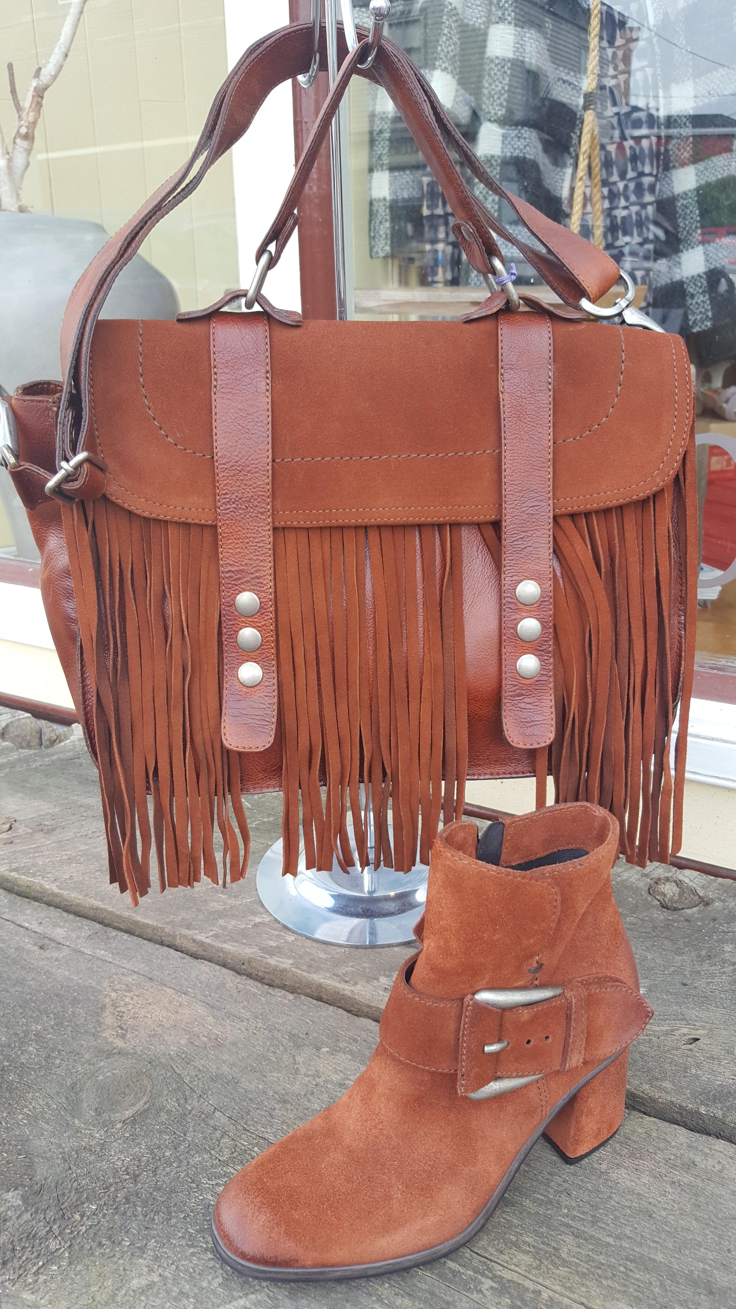 Mjus Boots n handbag.jpg