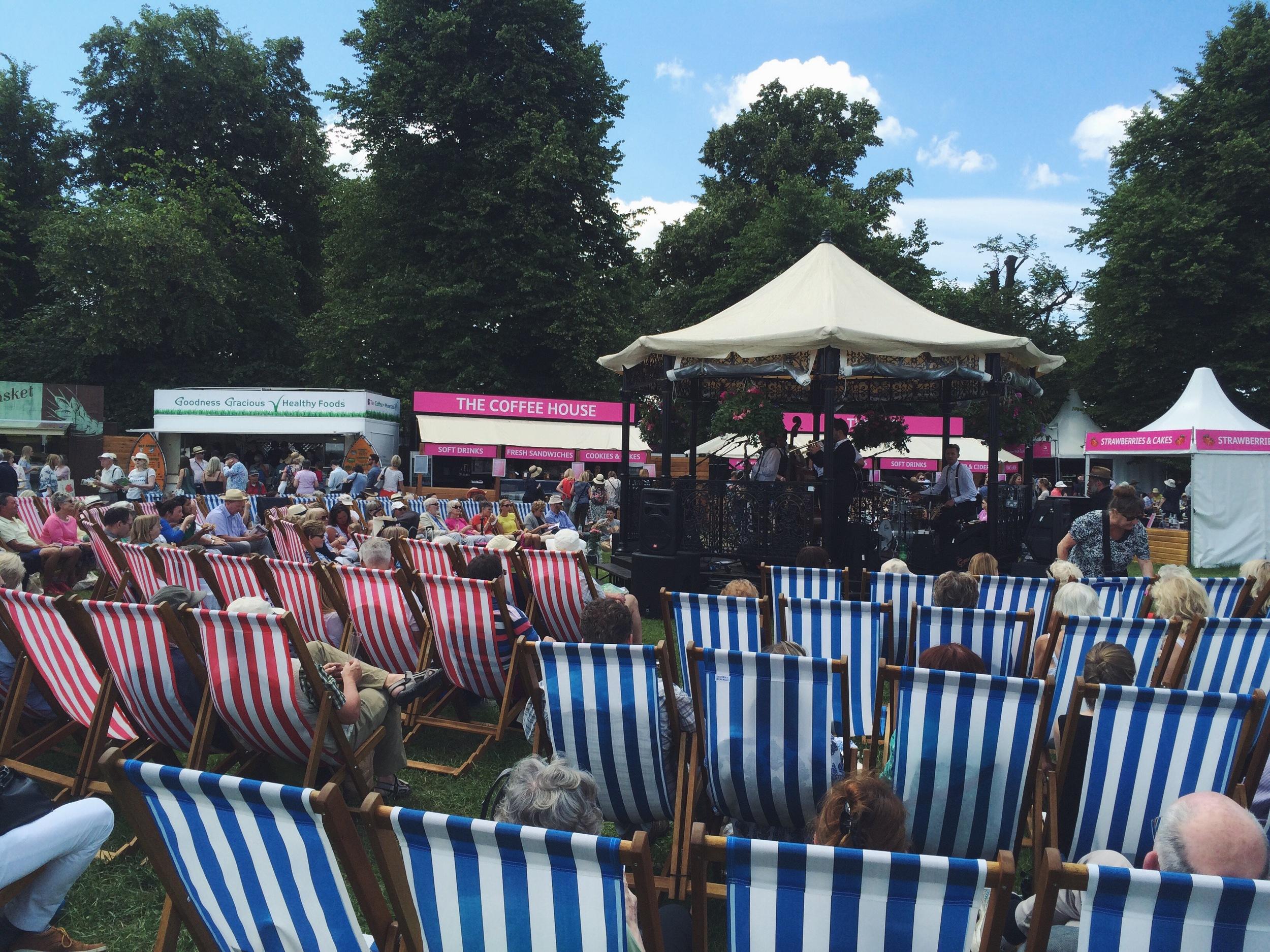 Everyone enjoying the sunshine and good live music