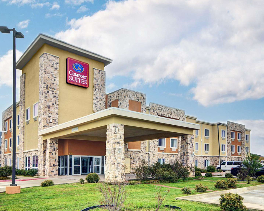 Comfort Suites Mineral Wells - With a stay at Comfort Suites Mineral Wells in Mineral Wells, you'll be next to a golf course and close to Lake Mineral Wells State Park. This hotel is within the vicinity of West City Park and Christ the King Covenant.Don't miss out on the many recreational opportunities, including an indoor pool, a spa tub, and a fitness center. Additional features at this hotel include complimentary wireless Internet access, gift shops/newsstands, and a picnic area.