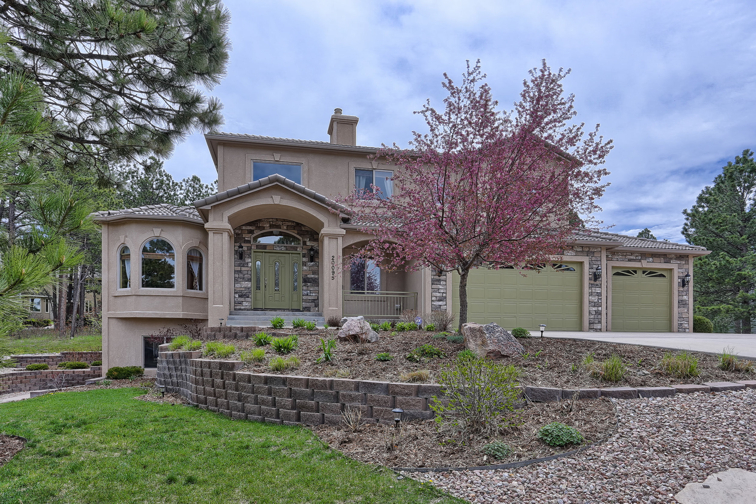 SOLD    $530,000  TRI-LAKES
