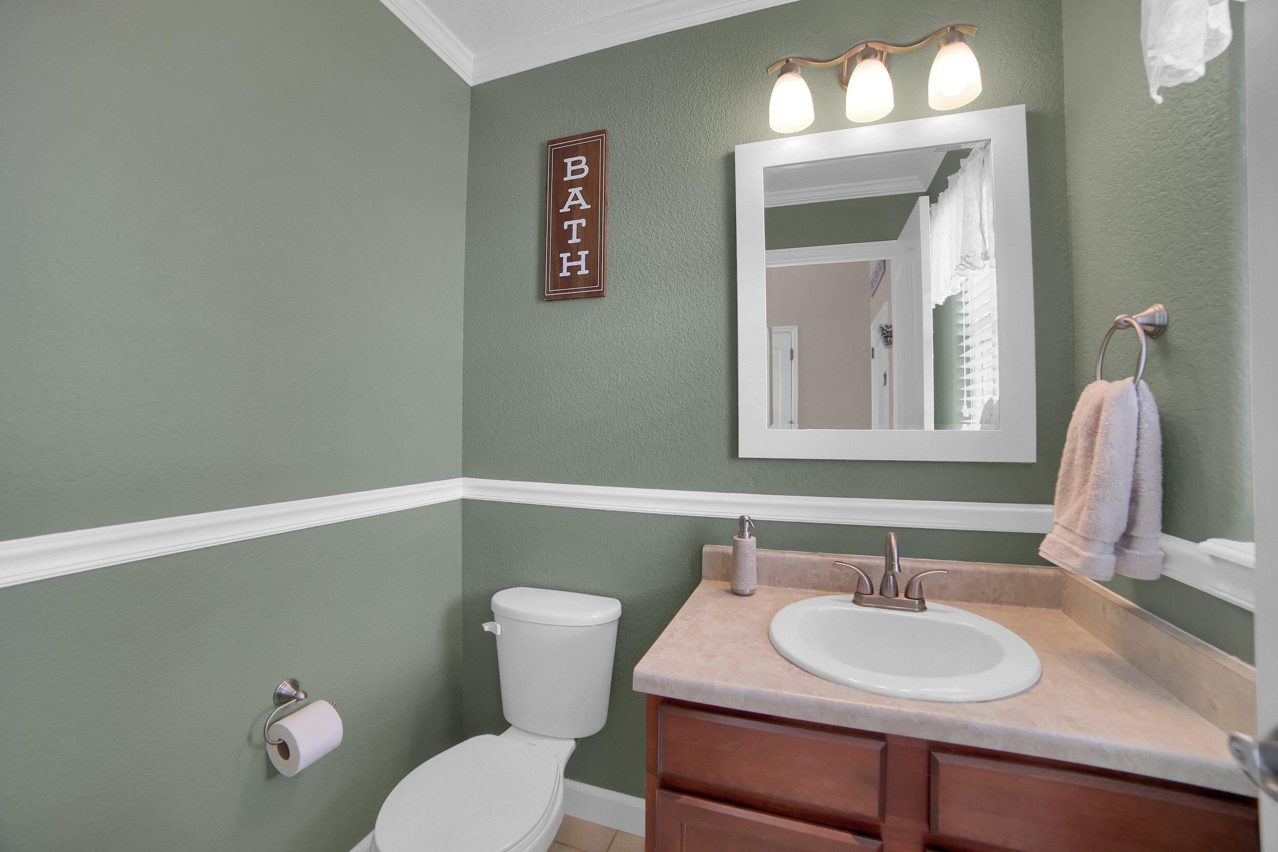 10421 Desert Bloom Way-print-022-28-Bathroom-3648x2432-300dpi.jpg