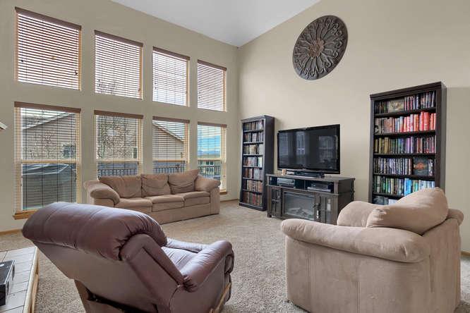 1147 Meadow Oaks Dr Colorado-small-012-24-Living Room-666x445-72dpi.jpg