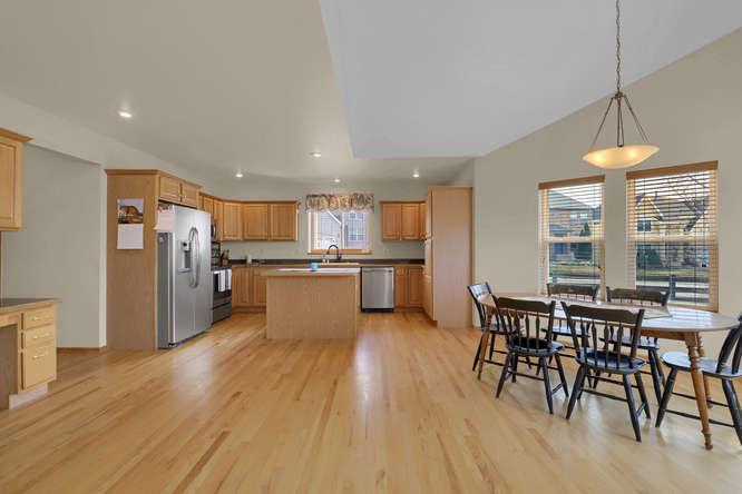 1147 Meadow Oaks Dr Colorado-small-017-22-Kitchen-666x445-72dpi.jpg