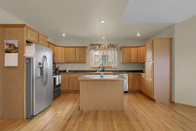 1147 Meadow Oaks Dr Colorado-small-019-27-Kitchen-666x445-72dpi.jpg