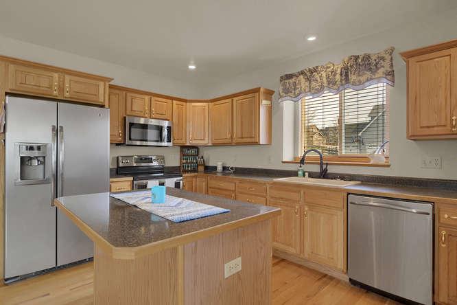 1147 Meadow Oaks Dr Colorado-small-020-28-Kitchen-666x445-72dpi.jpg