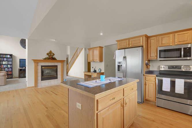 1147 Meadow Oaks Dr Colorado-small-022-34-Kitchen-666x445-72dpi.jpg