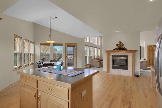 1147 Meadow Oaks Dr Colorado-small-023-35-Kitchen-666x445-72dpi.jpg