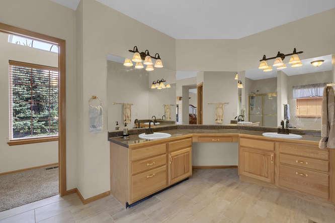 1147 Meadow Oaks Dr Colorado-small-032-12-Bathroom-666x445-72dpi.jpg