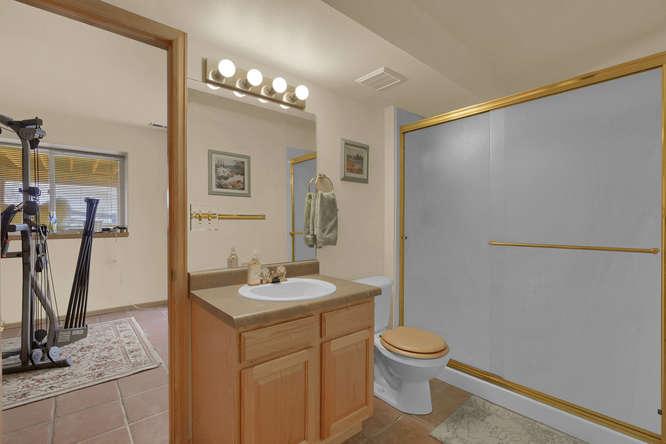 1147 Meadow Oaks Dr Colorado-small-038-31-Bathroom-666x445-72dpi.jpg