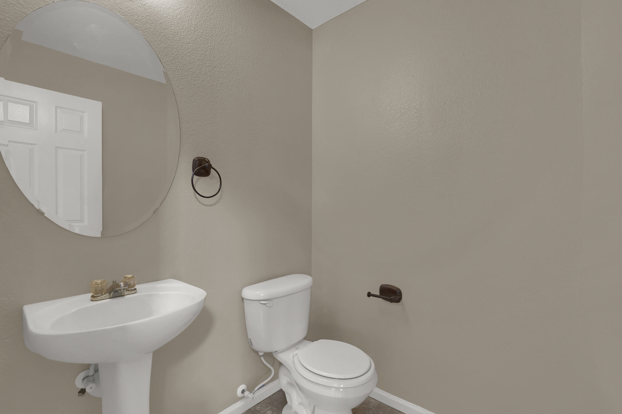 7584 Dobbs Drive Fountain CO-print-019-15-Bathroom-2800x1867-300dpi.jpg