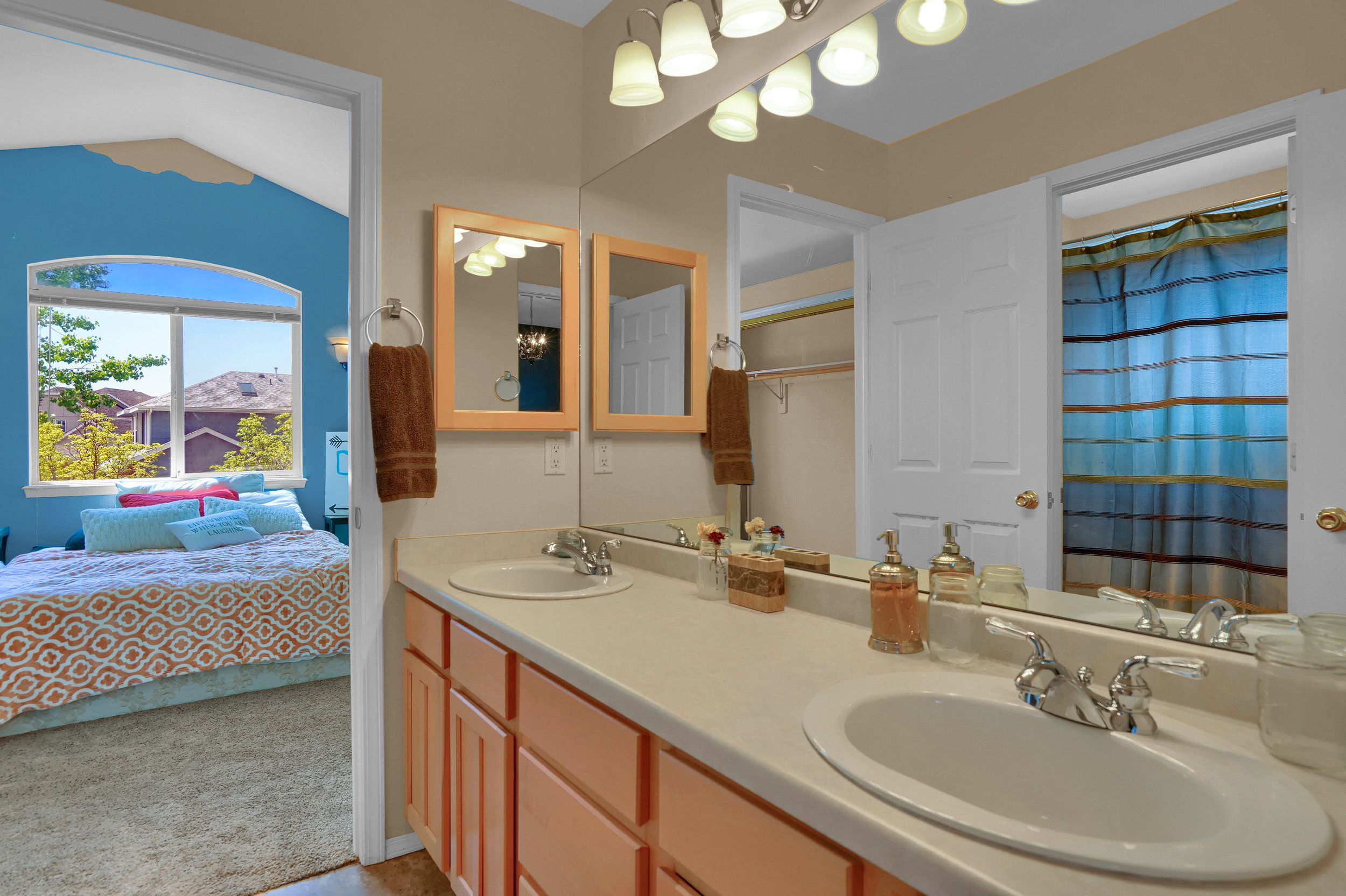 2756 Kittyhawk Road Colorado-print-018-003-Bathroom-3931x2618-300dpi.jpg