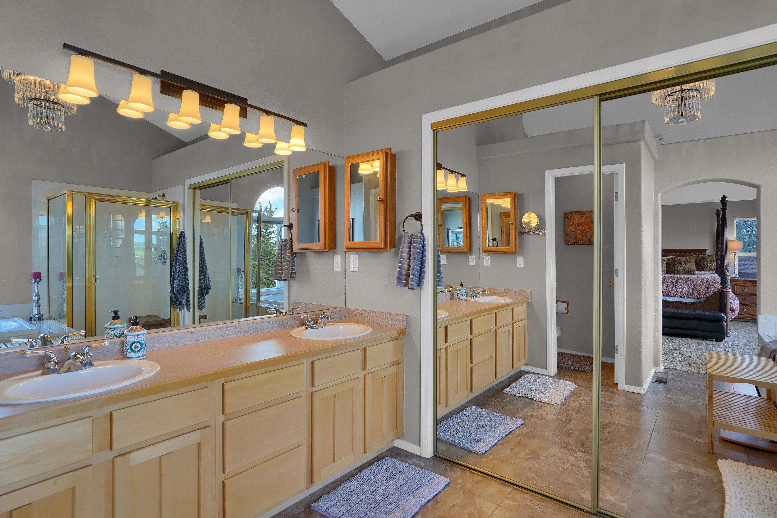 2756 Kittyhawk Road Colorado-print-026-010-Bathroom-3929x2622-300dpi.jpg