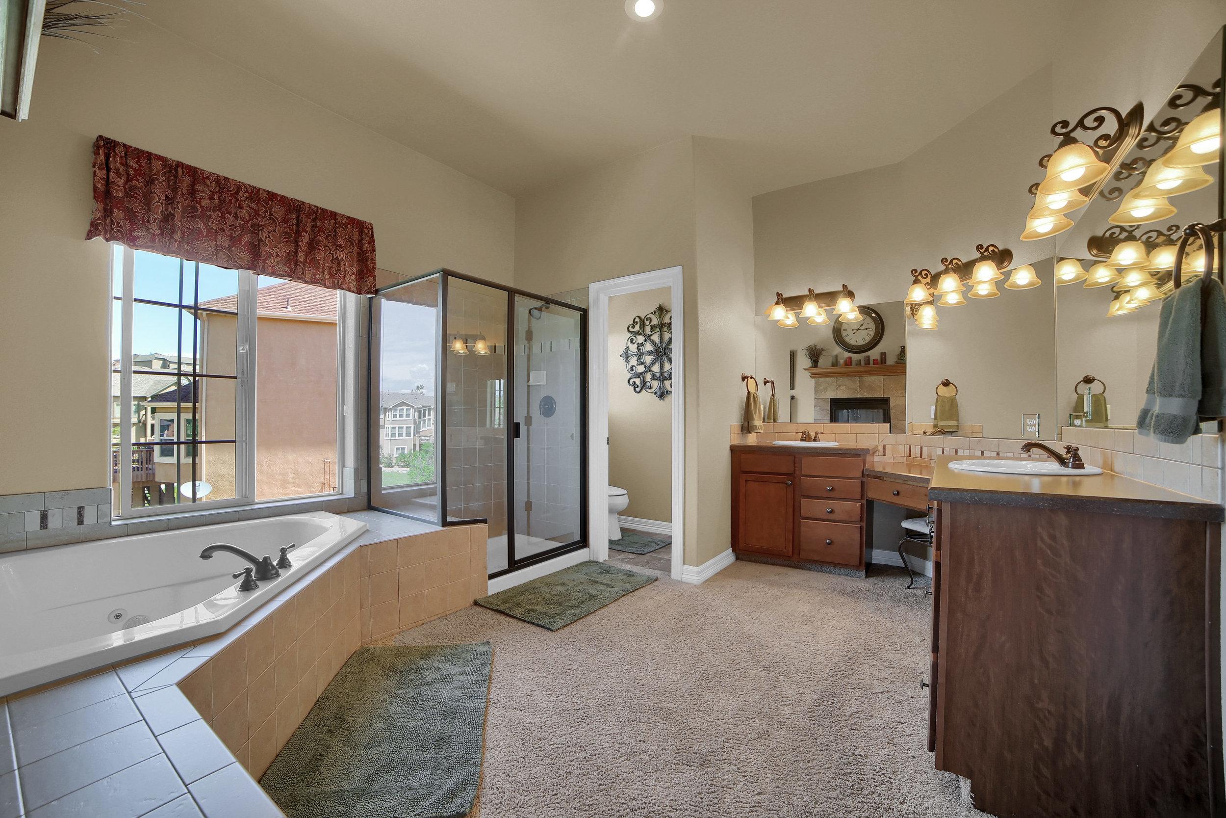 12496 Creekhurst Dr Colorado-print-051-035-Bathroom-3648x2432-300dpi.jpg