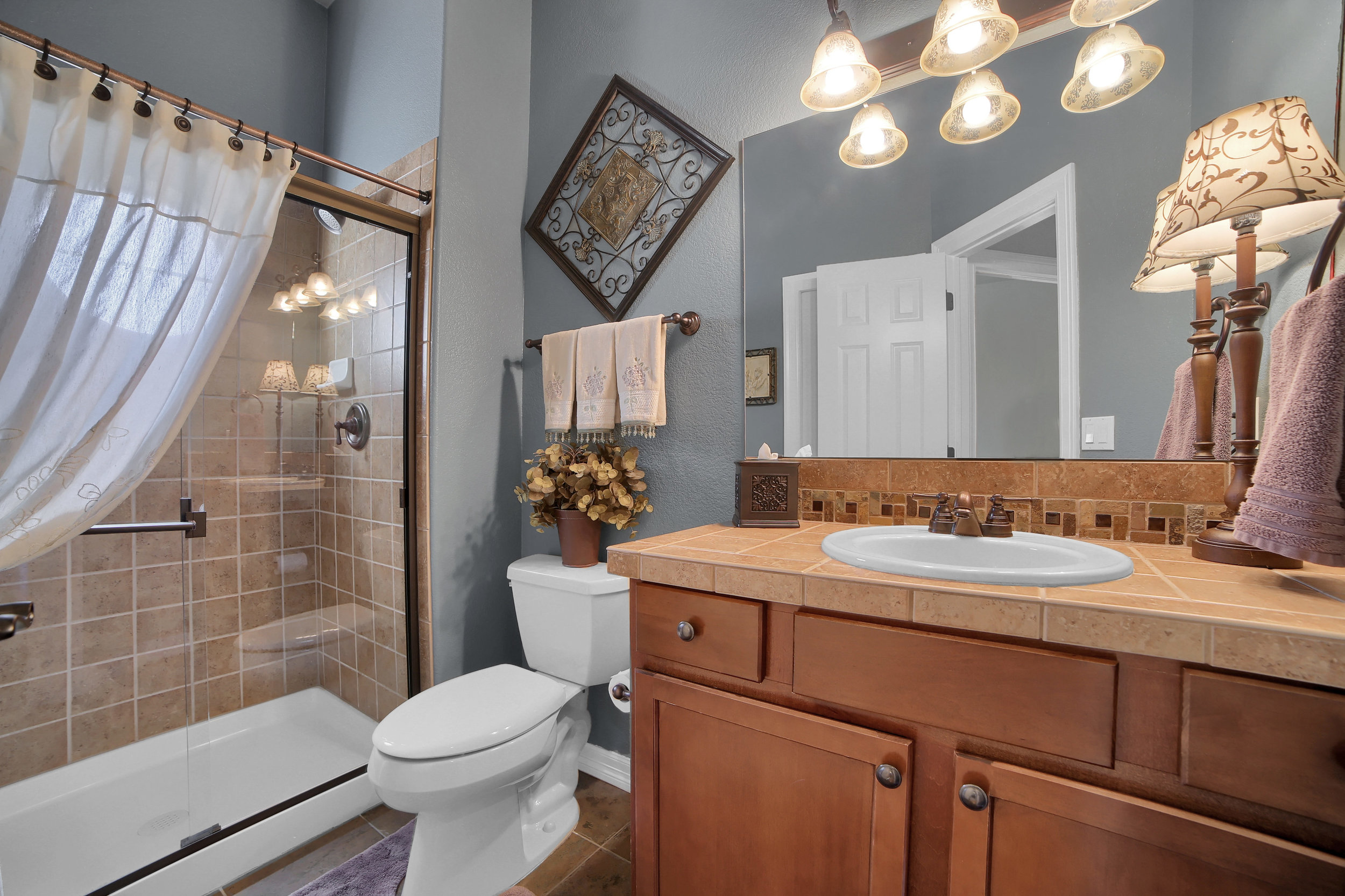 12496 Creekhurst Dr Colorado-print-053-034-Bathroom-3648x2432-300dpi.jpg