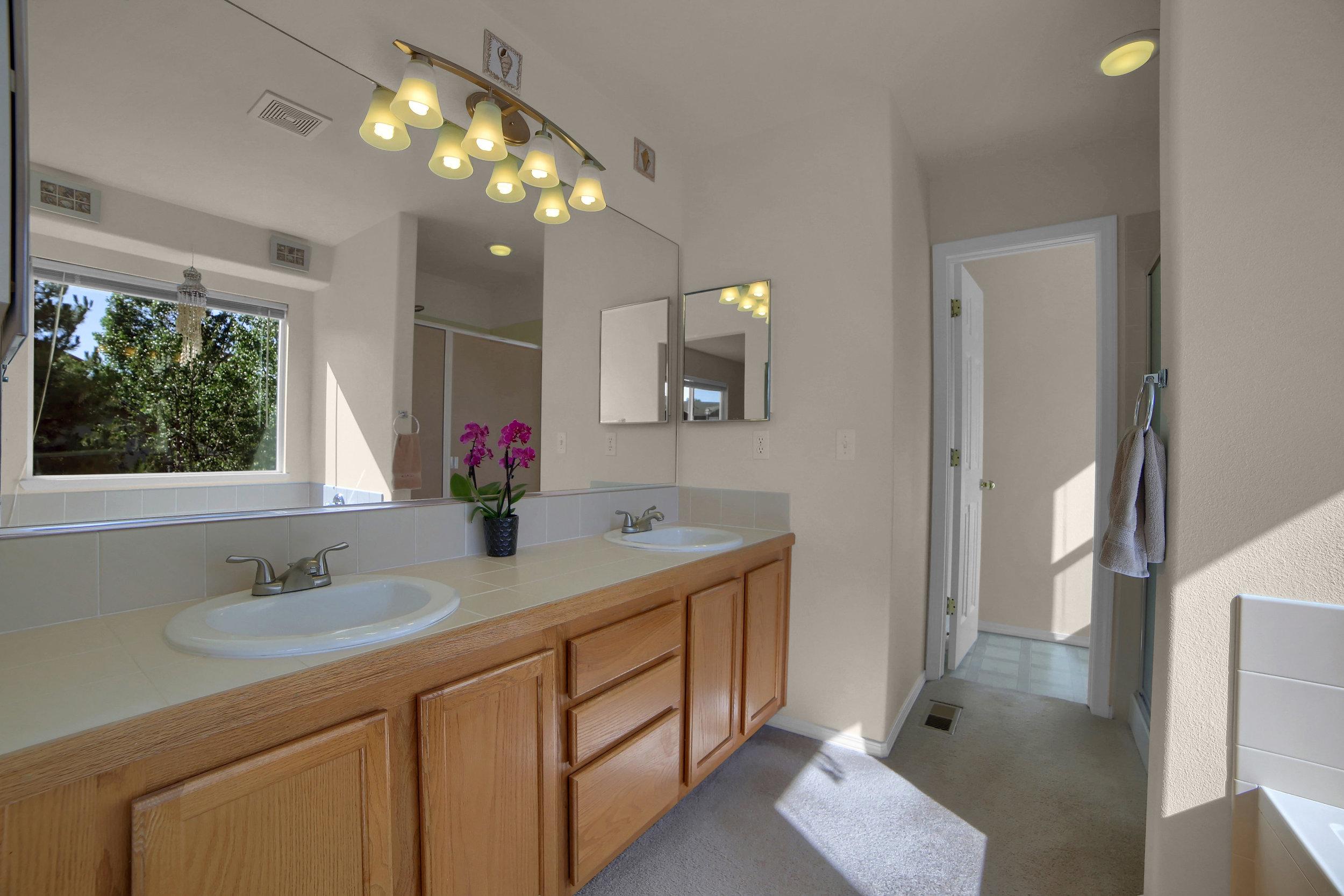 7414 Campstool Drive Colorado-print-021-017-Bathroom-3648x2432-300dpi.jpg