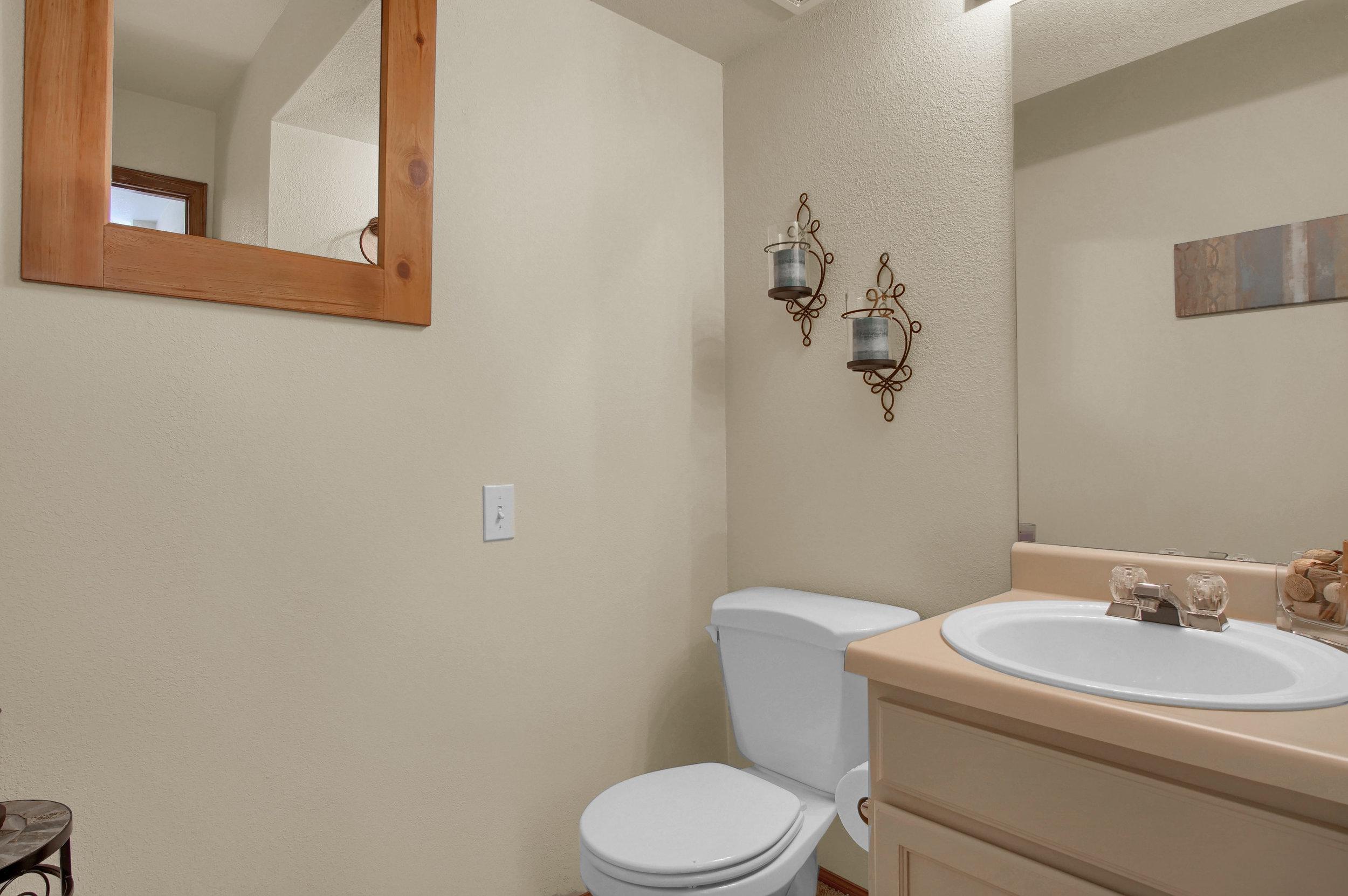 680 Echo Lane Colorado Springs-print-012-007-Bathroom-3008x2000-300dpi.jpg