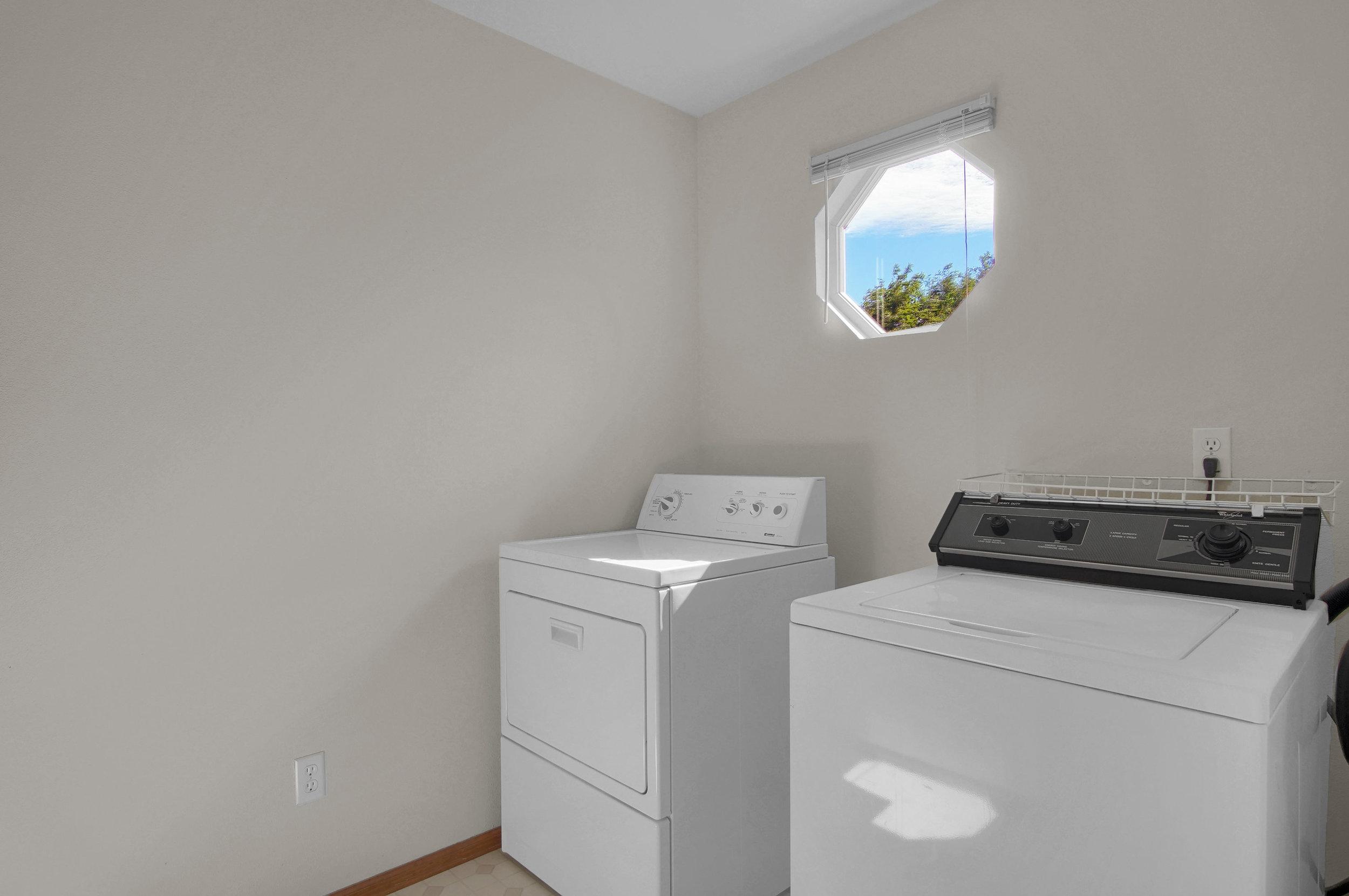 680 Echo Lane Colorado Springs-print-017-011-Laundry-3008x2000-300dpi.jpg