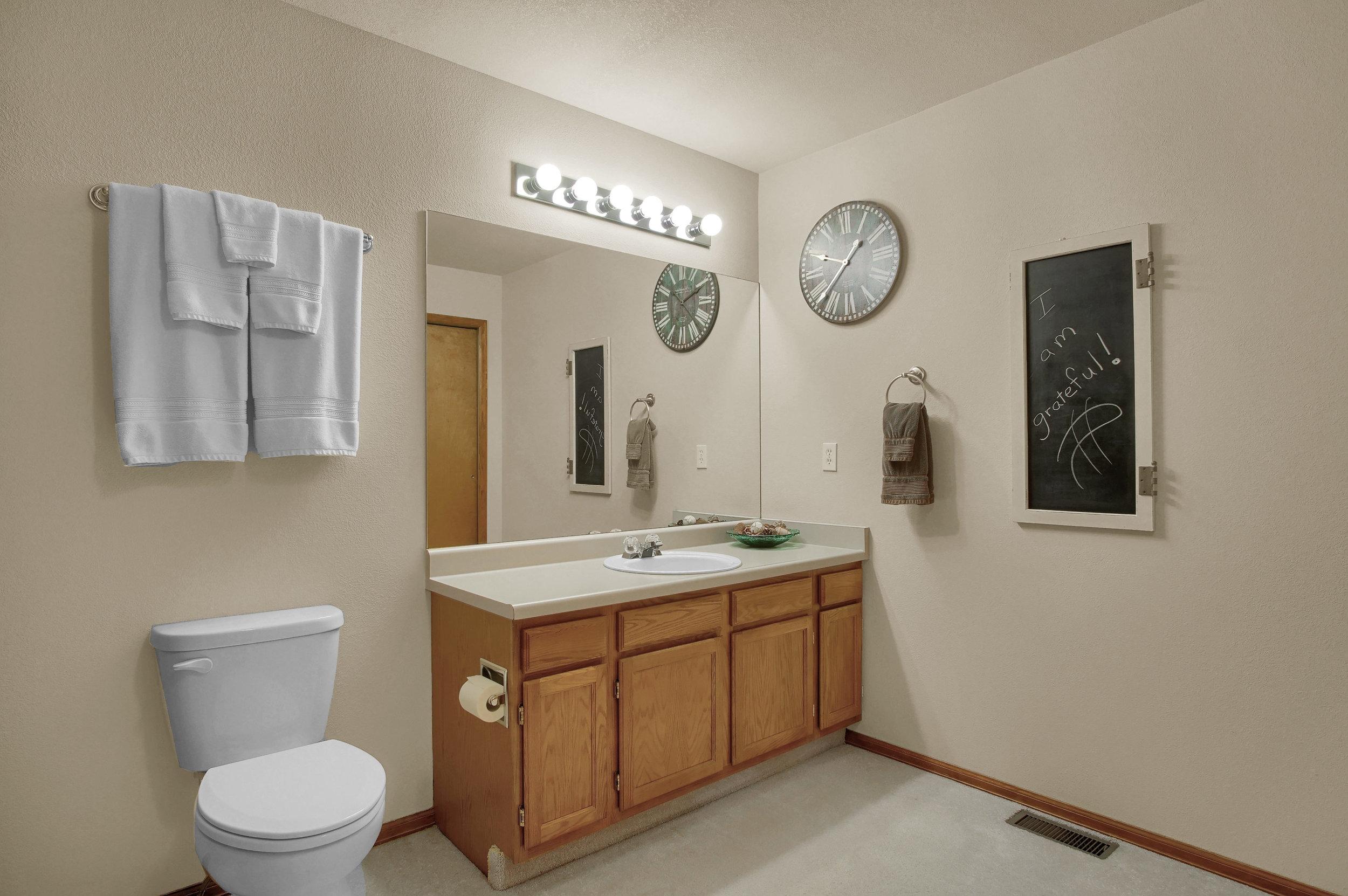 680 Echo Lane Colorado Springs-print-021-019-Bathroom-3008x2000-300dpi.jpg