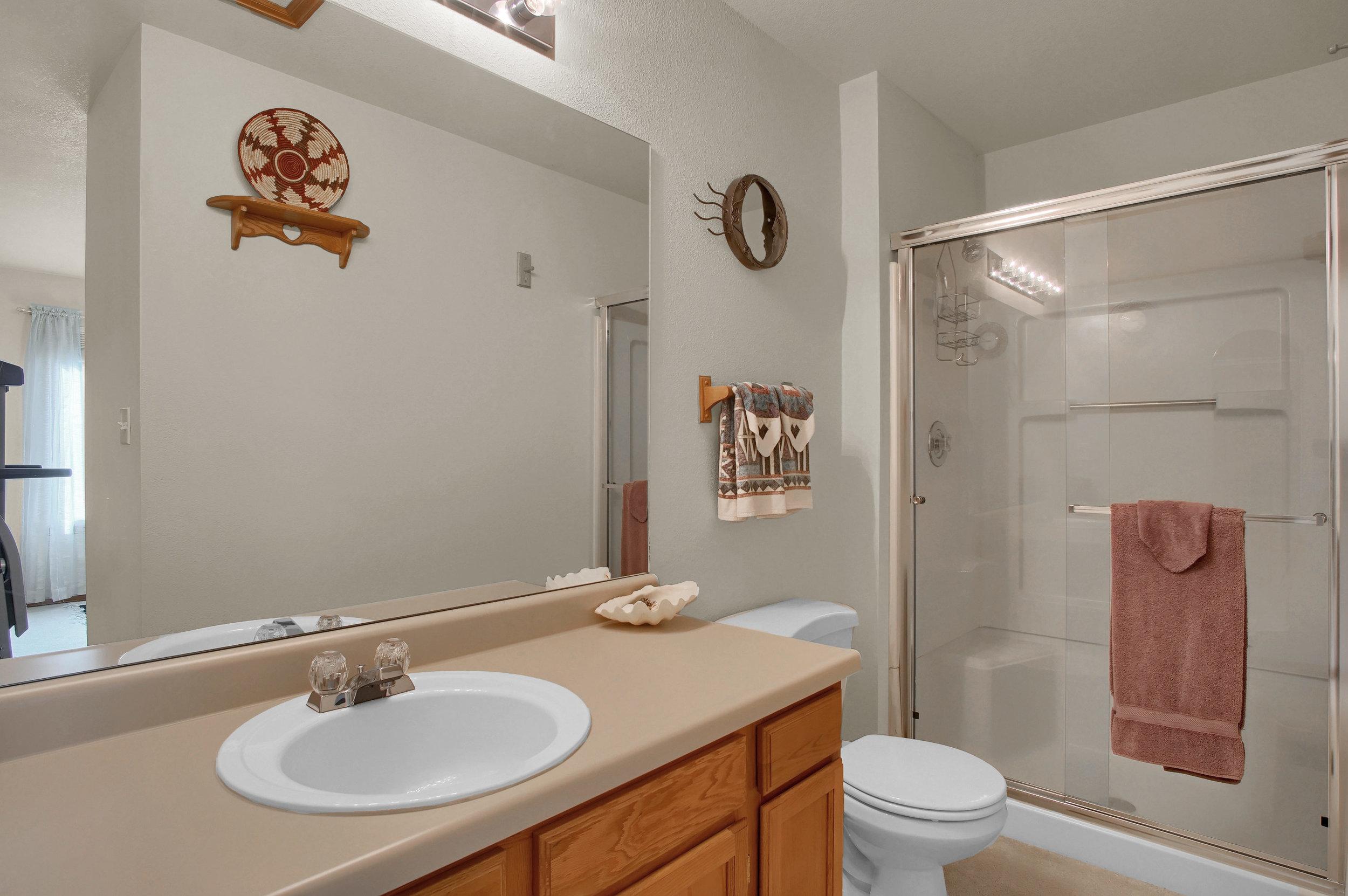 680 Echo Lane Colorado Springs-print-024-026-Bathroom-3008x2000-300dpi.jpg