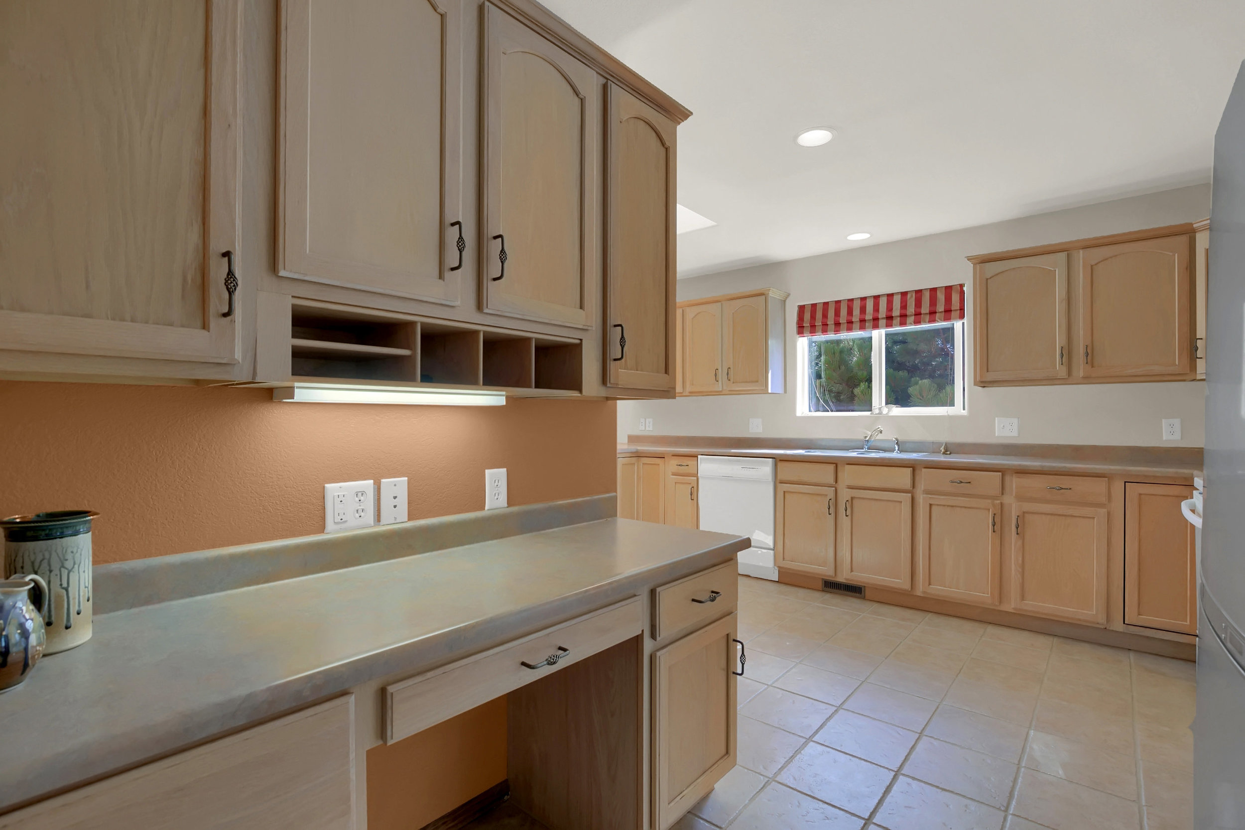 1605 Vickers Drive Colorado-print-011-007-Kitchen-2800x1867-300dpi.jpg