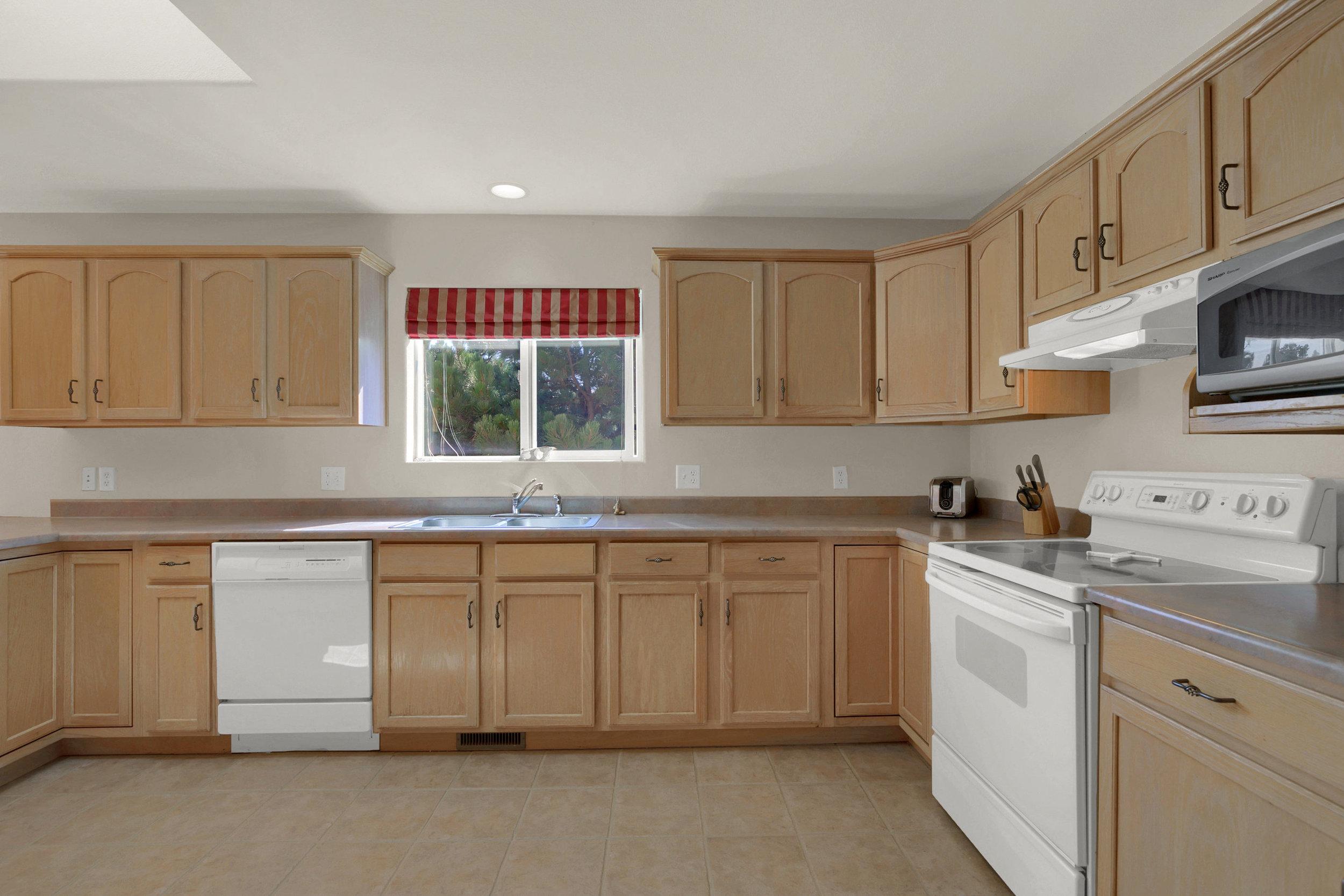 1605 Vickers Drive Colorado-print-012-010-Kitchen-2800x1867-300dpi.jpg