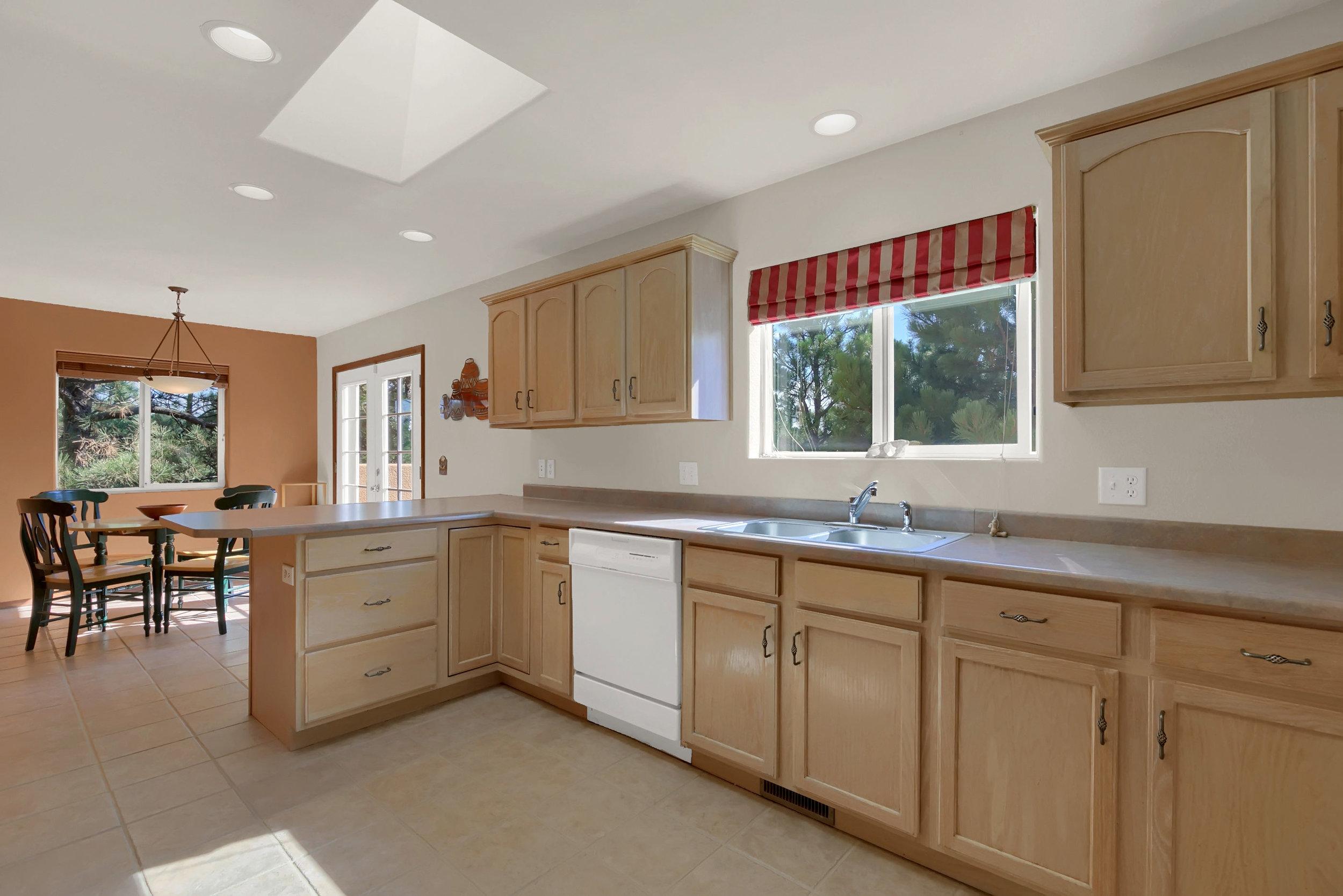 1605 Vickers Drive Colorado-print-013-012-Kitchen-2800x1867-300dpi.jpg