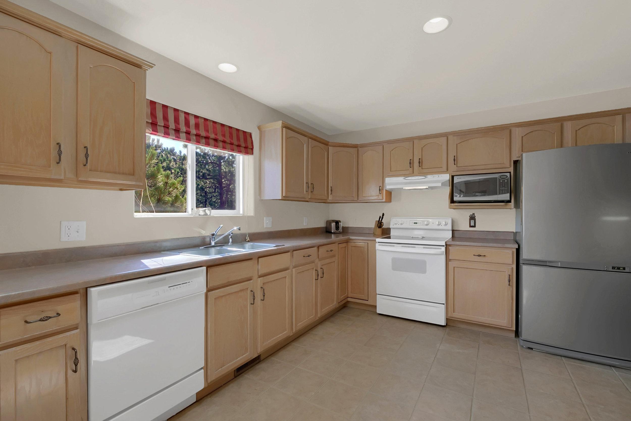 1605 Vickers Drive Colorado-print-017-015-Kitchen-2800x1867-300dpi.jpg