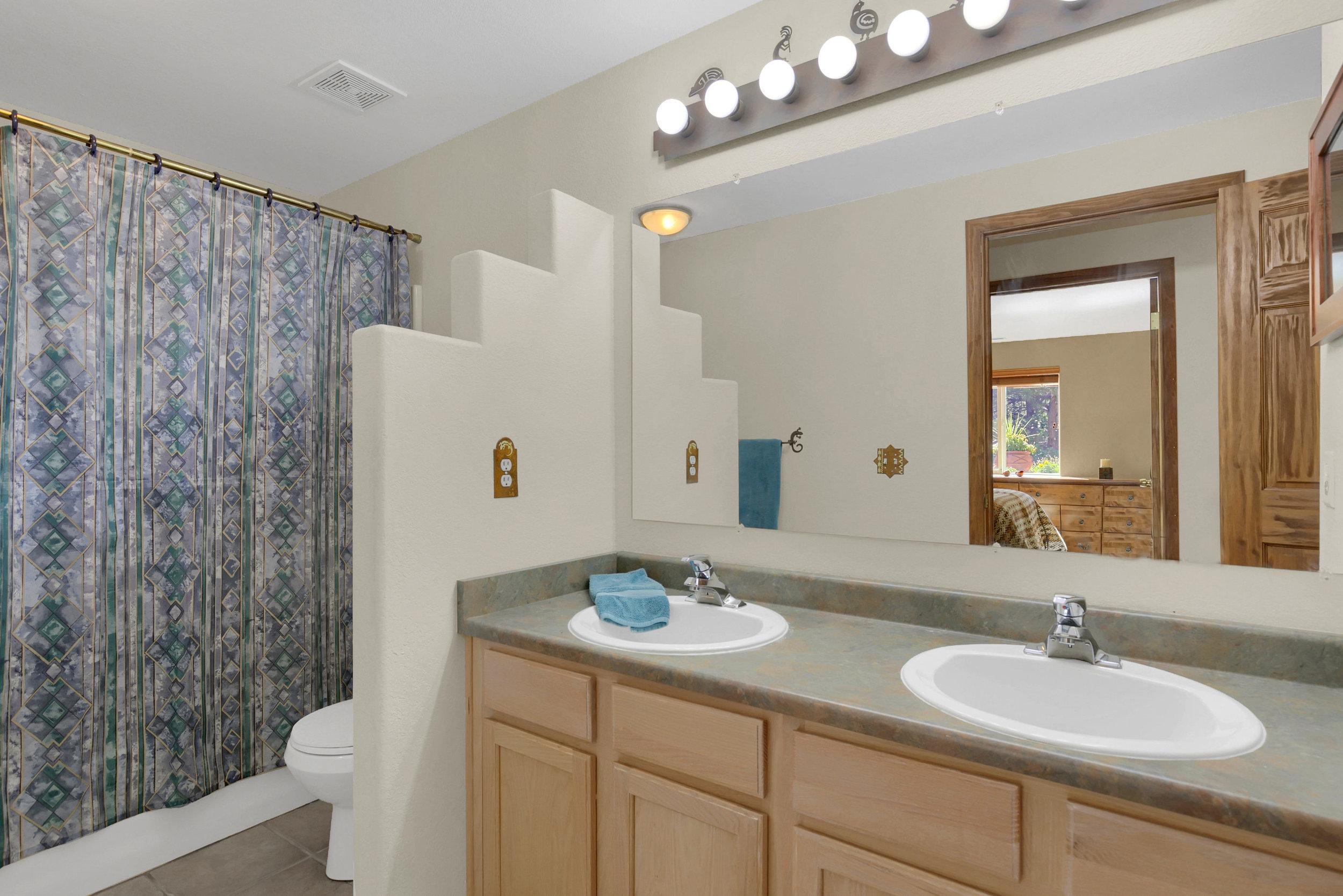 1605 Vickers Drive Colorado-print-030-022-Bathroom-2800x1867-300dpi.jpg