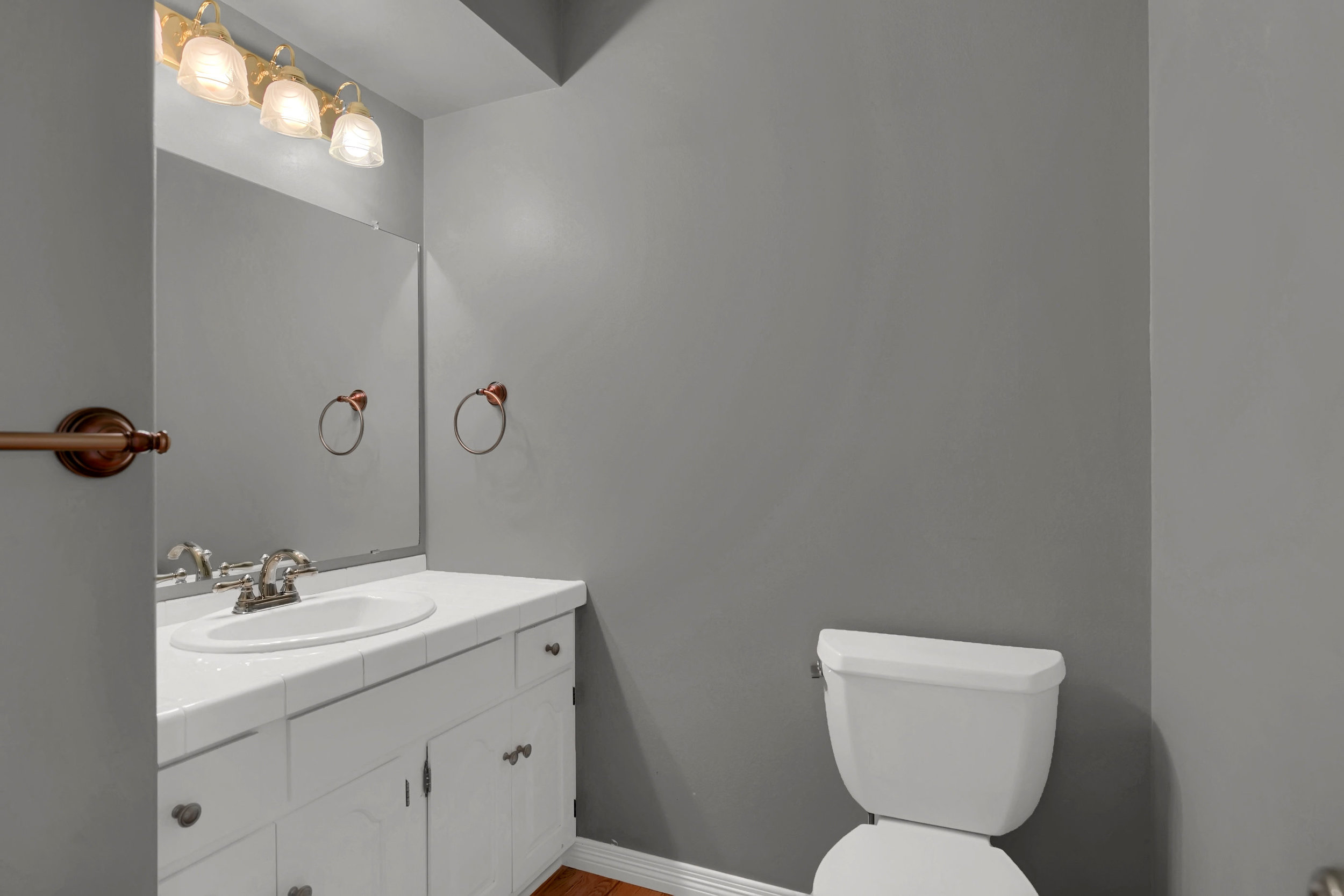 4215 Stonehaven Dr Colorado-print-023-019-Bathroom-2800x1867-300dpi.jpg