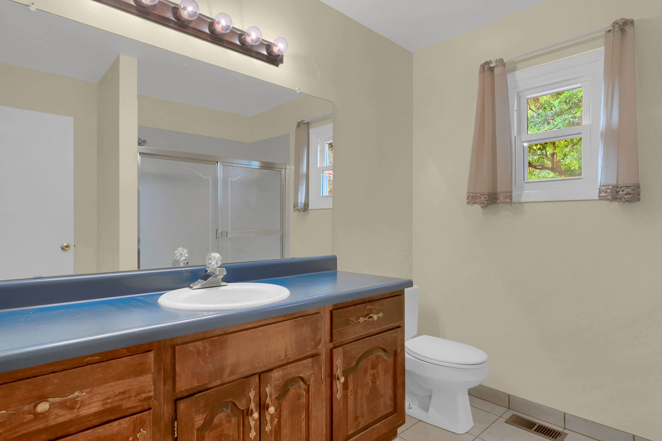 4215 Stonehaven Dr Colorado-print-027-024-Bathroom-2800x1867-300dpi.jpg