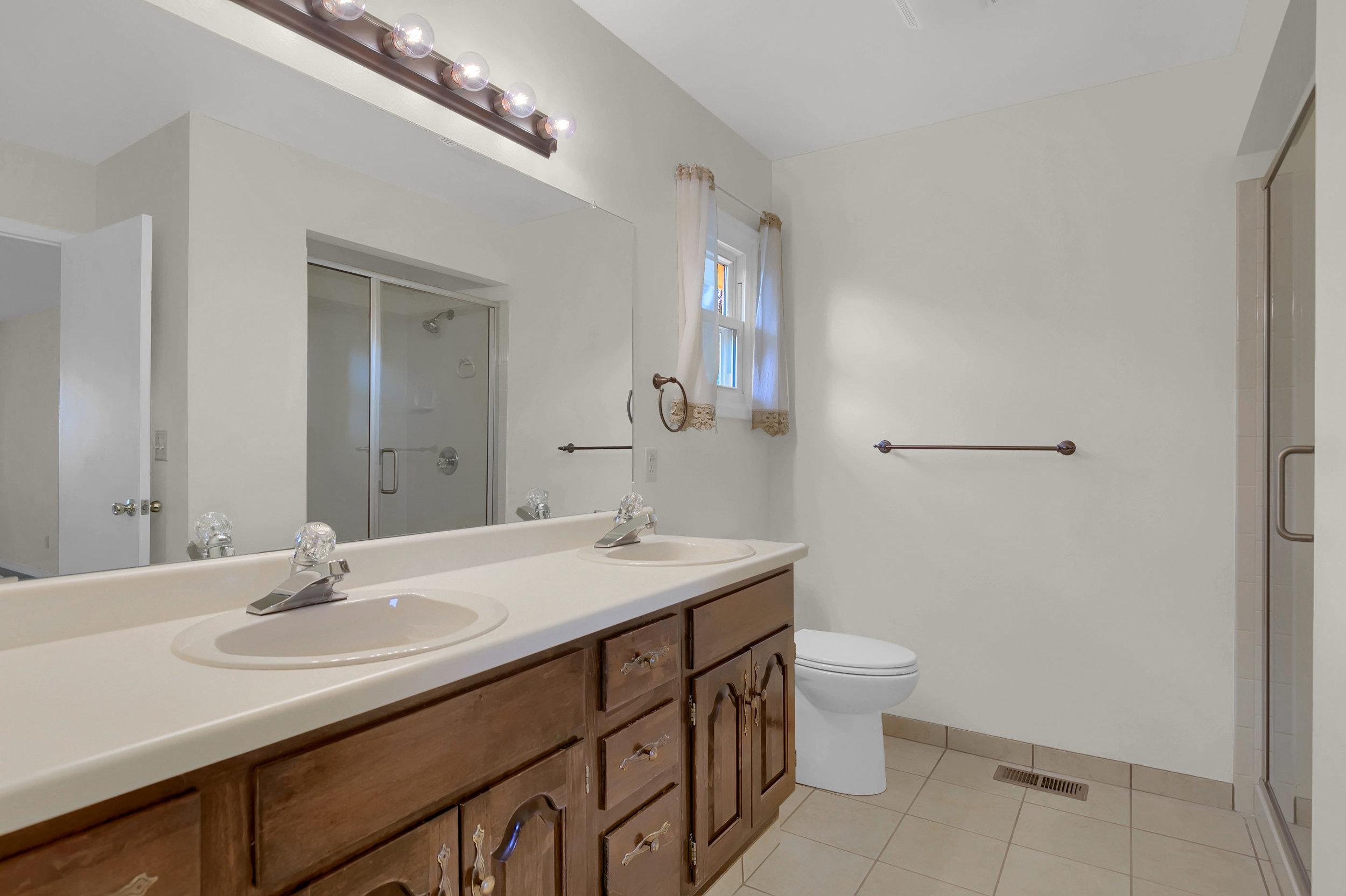 4215 Stonehaven Dr Colorado-print-032-029-Bathroom-2800x1865-300dpi.jpg