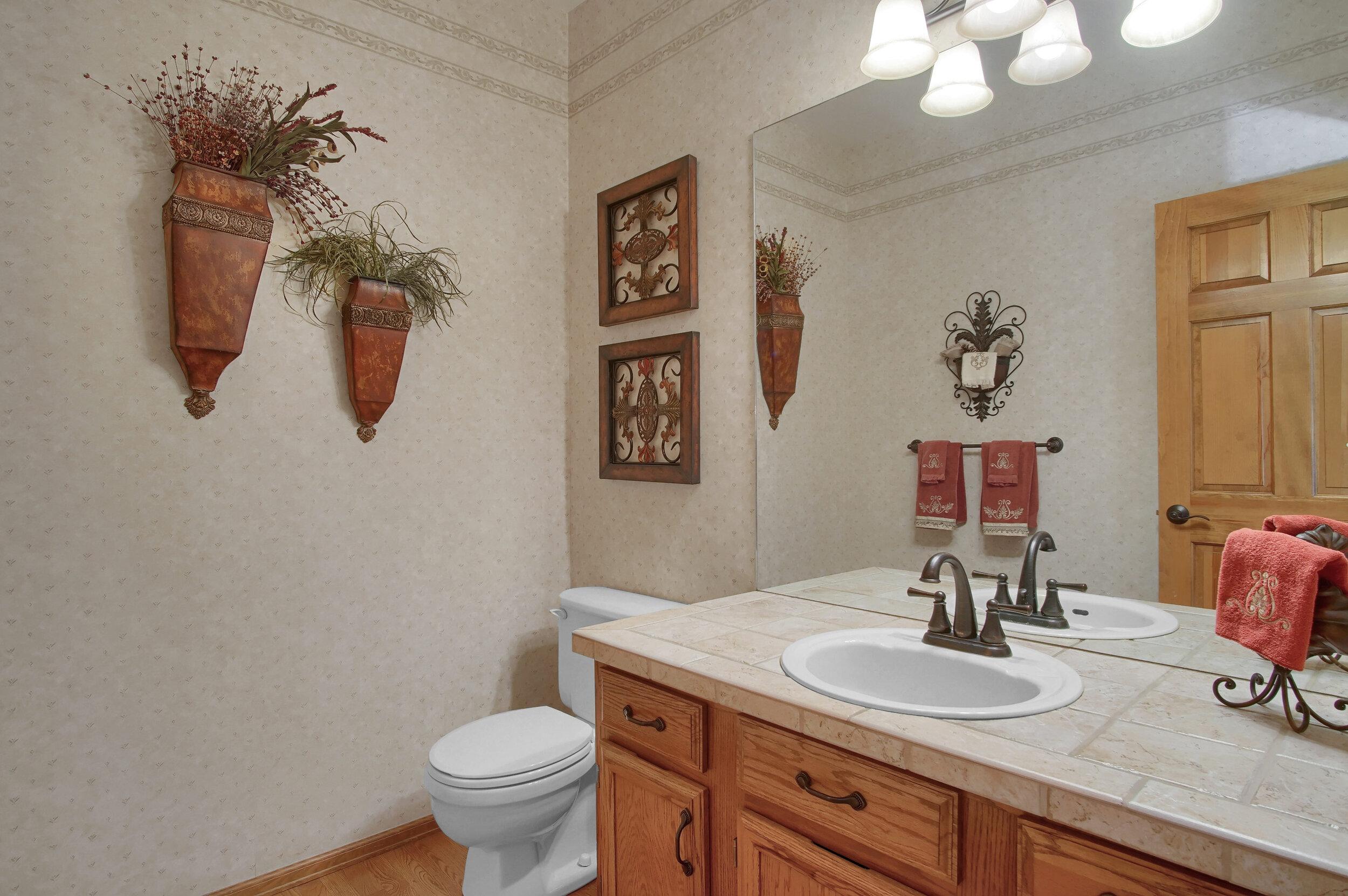 4919 Nightshade Cir Colorado-print-016-006-Bathroom-3008x2000-300dpi.jpg