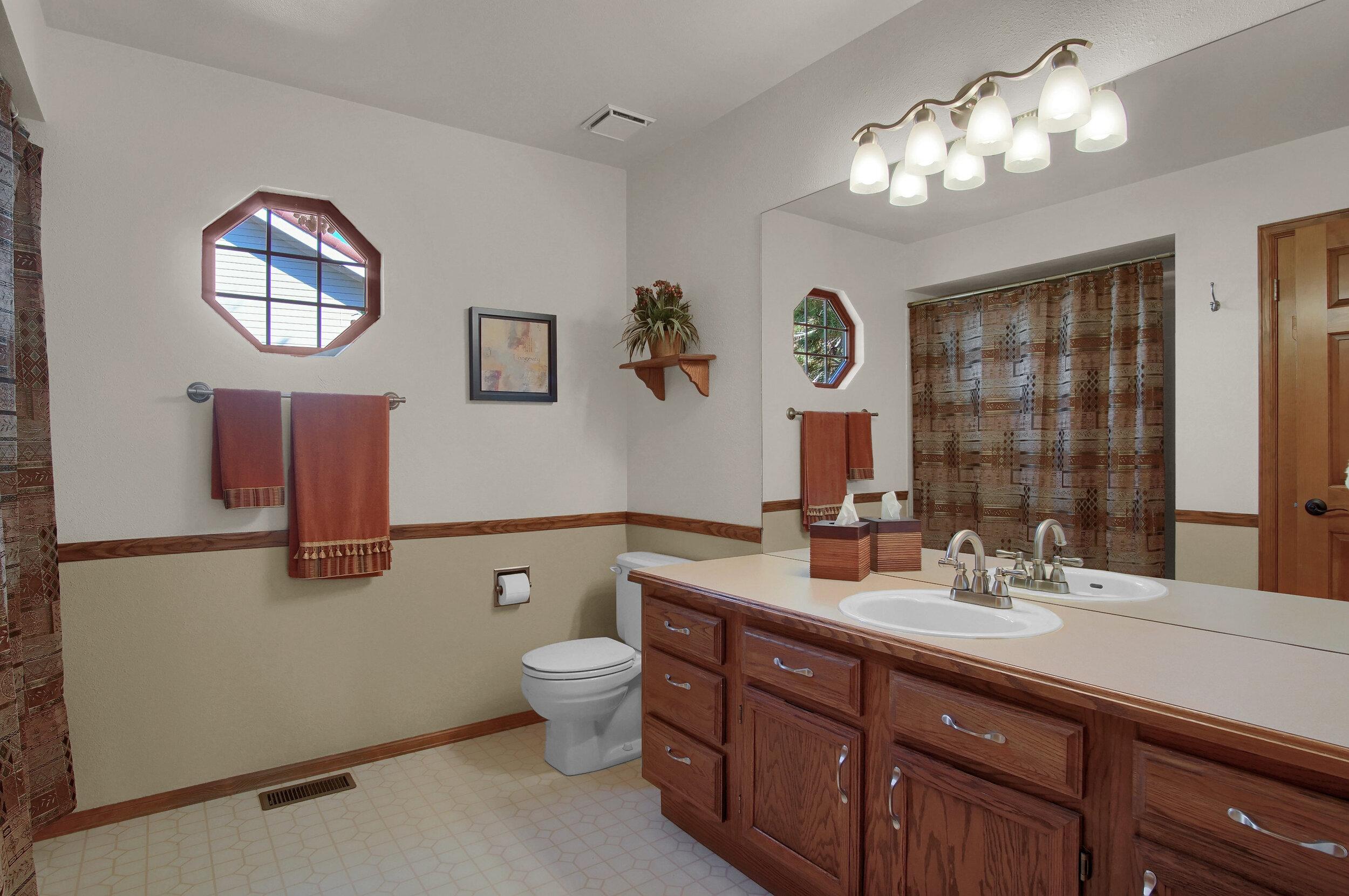 4919 Nightshade Cir Colorado-print-033-022-Bathroom-3008x2000-300dpi.jpg