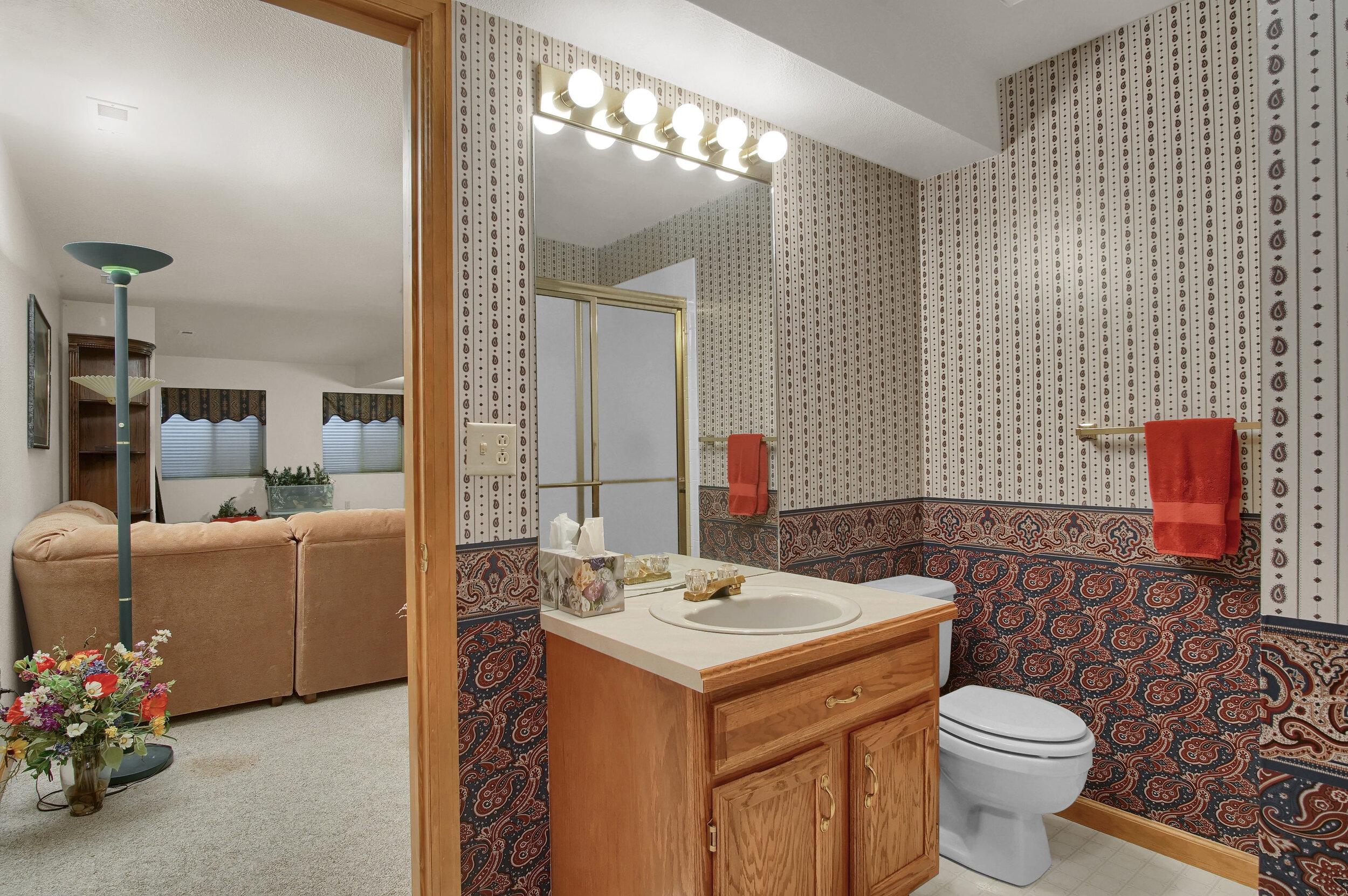 4919 Nightshade Cir Colorado-print-032-025-Bathroom-3008x2000-300dpi.jpg