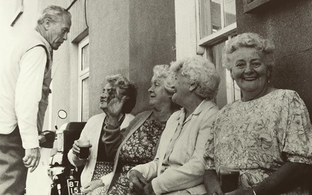 Happy Bloomsday! I loved these flirting, Guinness-drinking ladies who I met outside Nora Barnacle's birthplace in Galway. Taken on #Bloomsday, June 16, 1989.