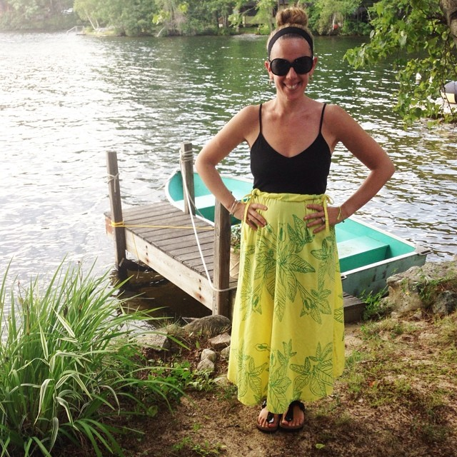 Day 4 for @cassandrea and her vintage floral sundress. Keeping it supes crafty she layered it over a black dress. That's right. There's a dress under there that's now just a tank. And guess what time it is. Wine time! Who's ready for the boat cruise? #wiwt #ootd #vacationstyle #5x5 #craftybetches