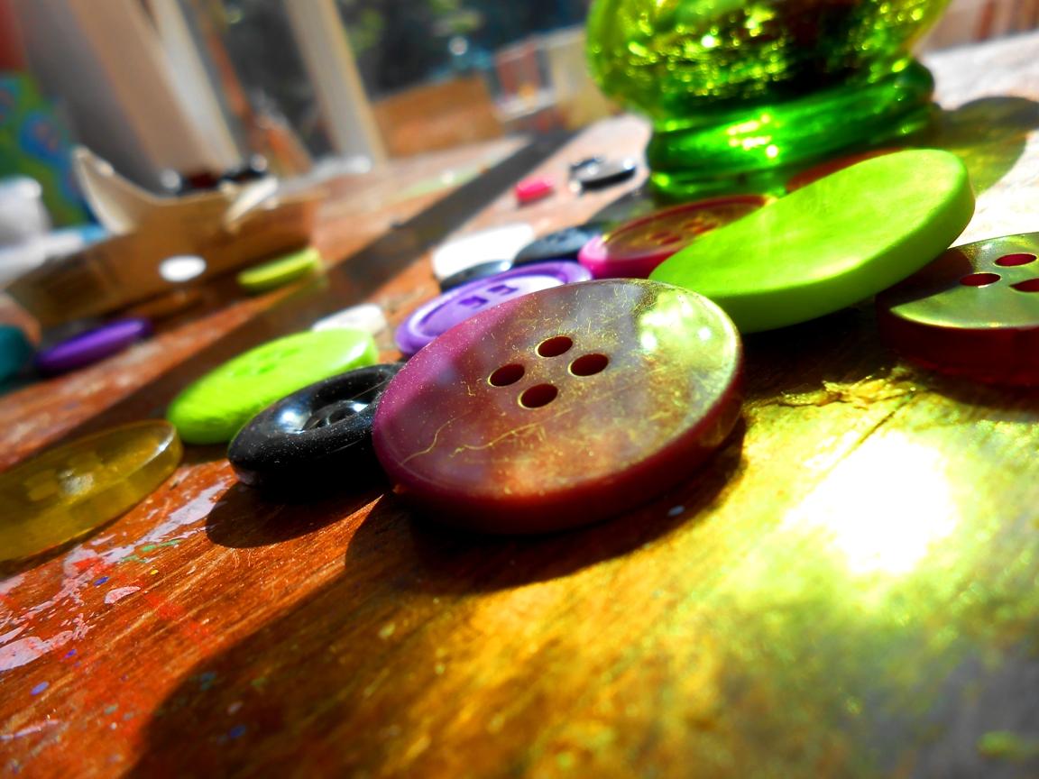 buttons_2_by_merpyfrost-d5e30cl.jpg