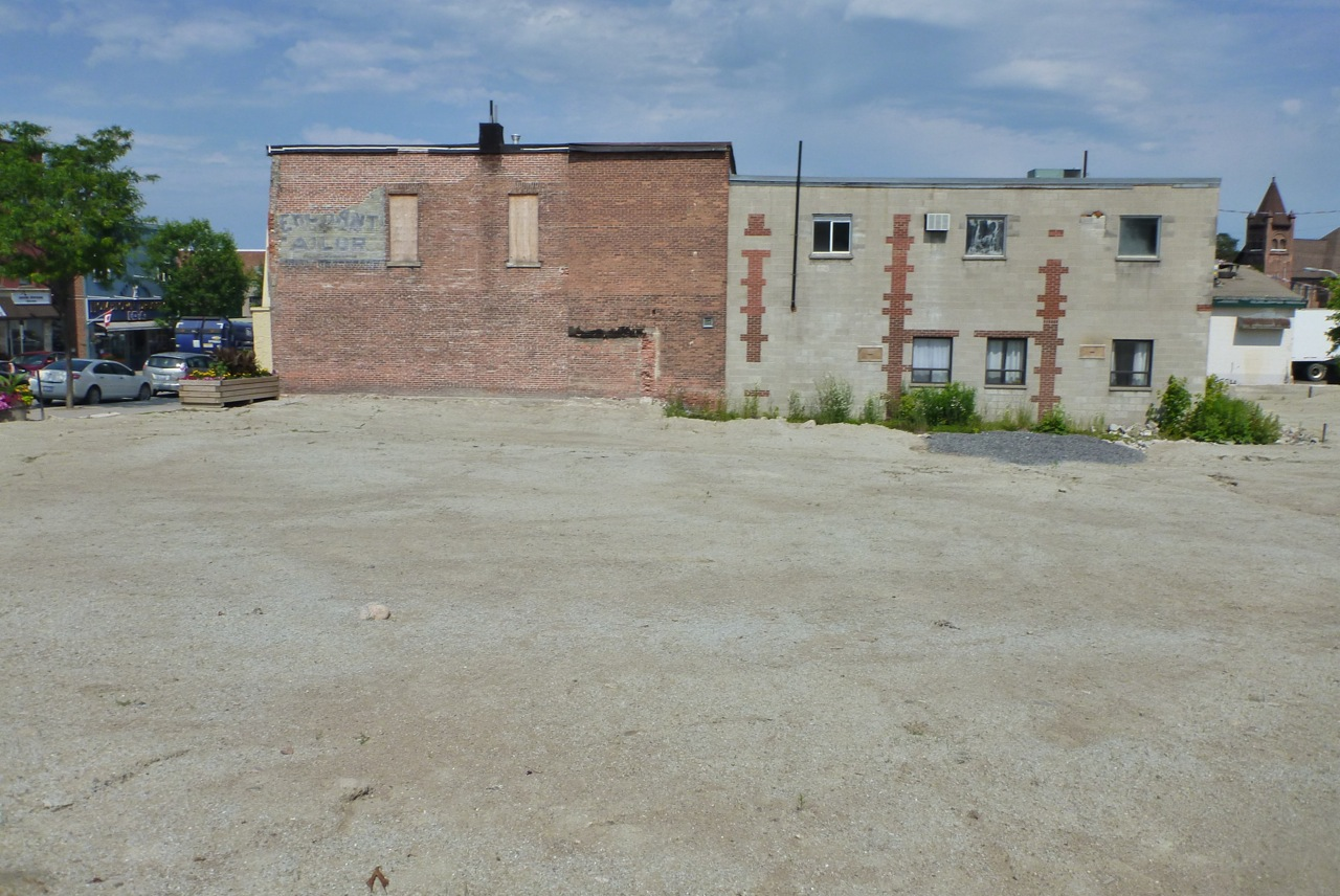 7 - EMPTY EMPIRE LOT